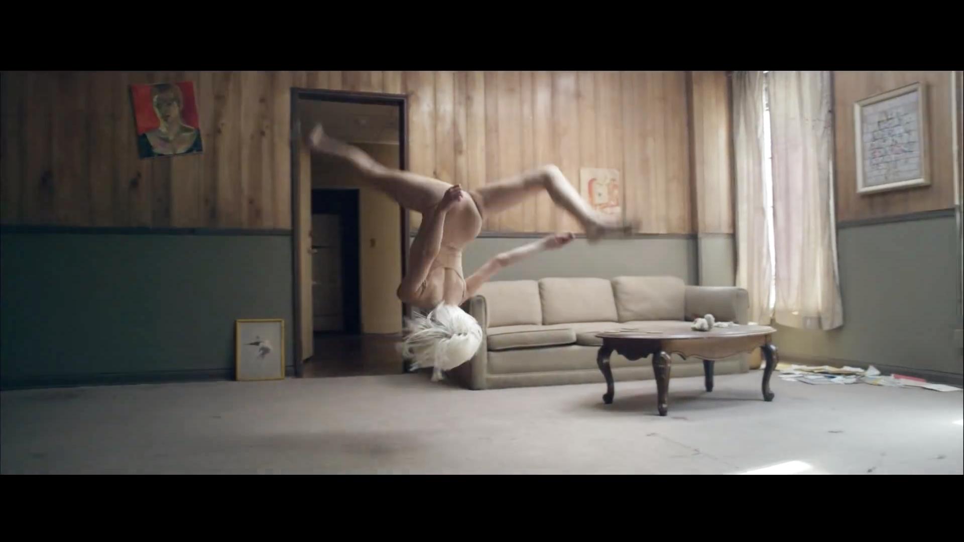 Chandelier {Music Video} - Sia foto (38892668) - fanpop