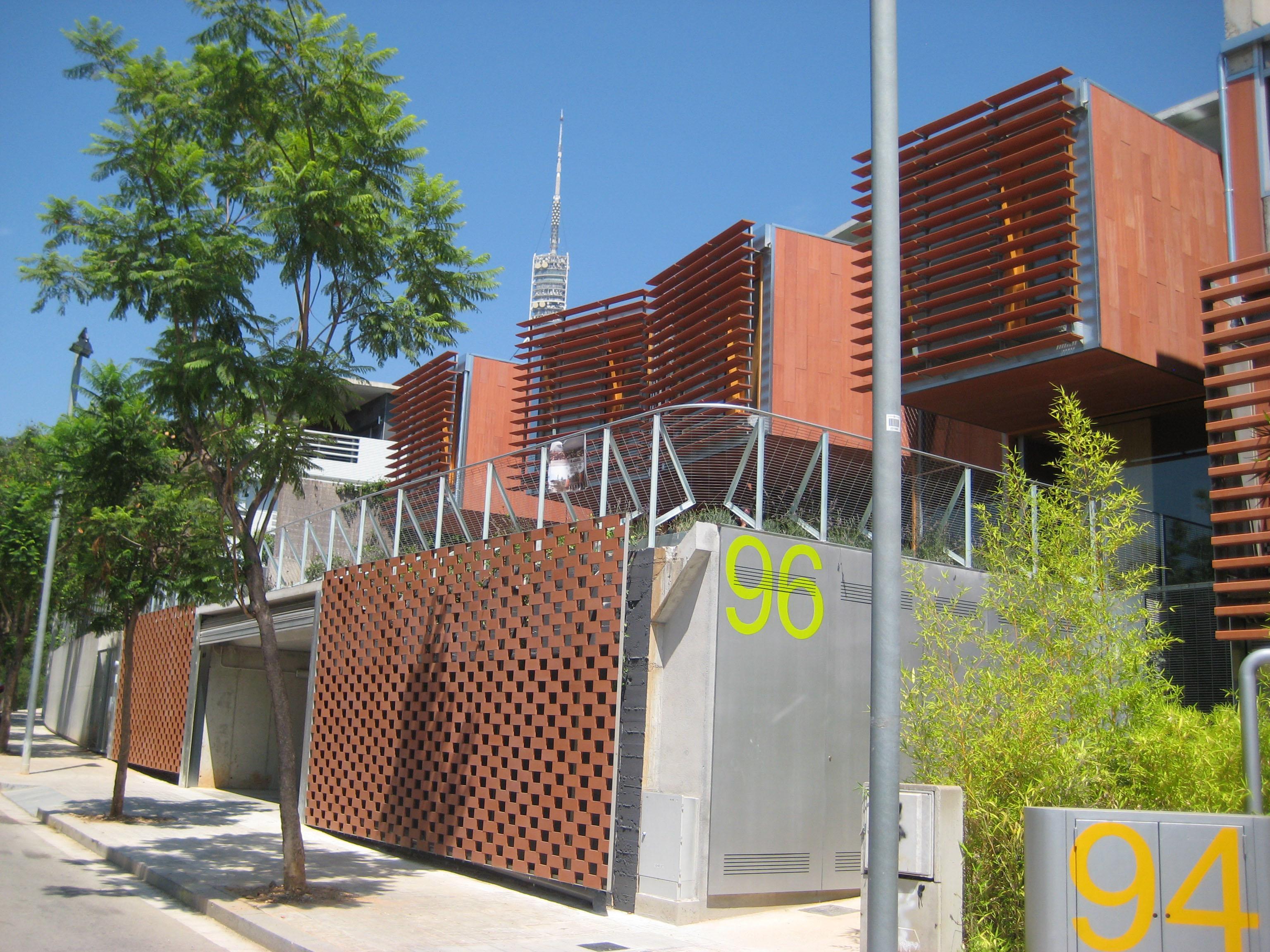 Casas pomaret en collserola metalocus - Natura casa barcelona ...
