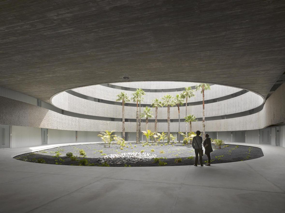 Facultad de bellas artes para la universidad de la laguna for Universidades para arquitectura