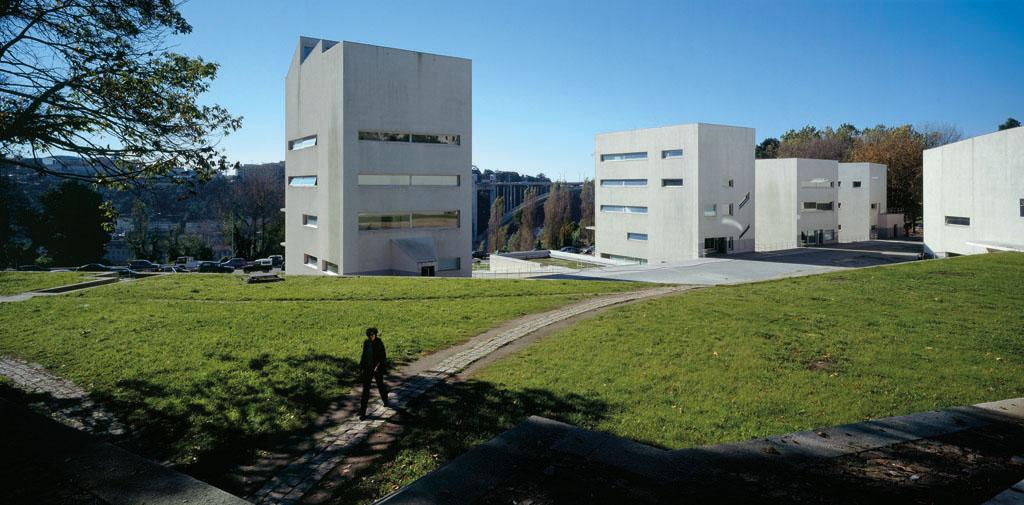 Lvaro siza complete works 1952 2013 metalocus for Facultad de arquitectura uni