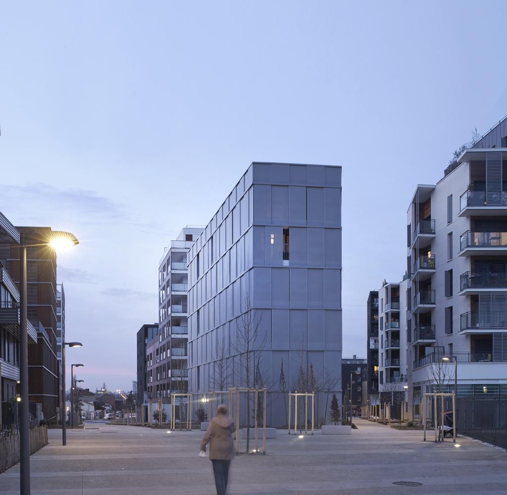 la vivienda ambigua desarrollo residencial por lan metalocus. Black Bedroom Furniture Sets. Home Design Ideas