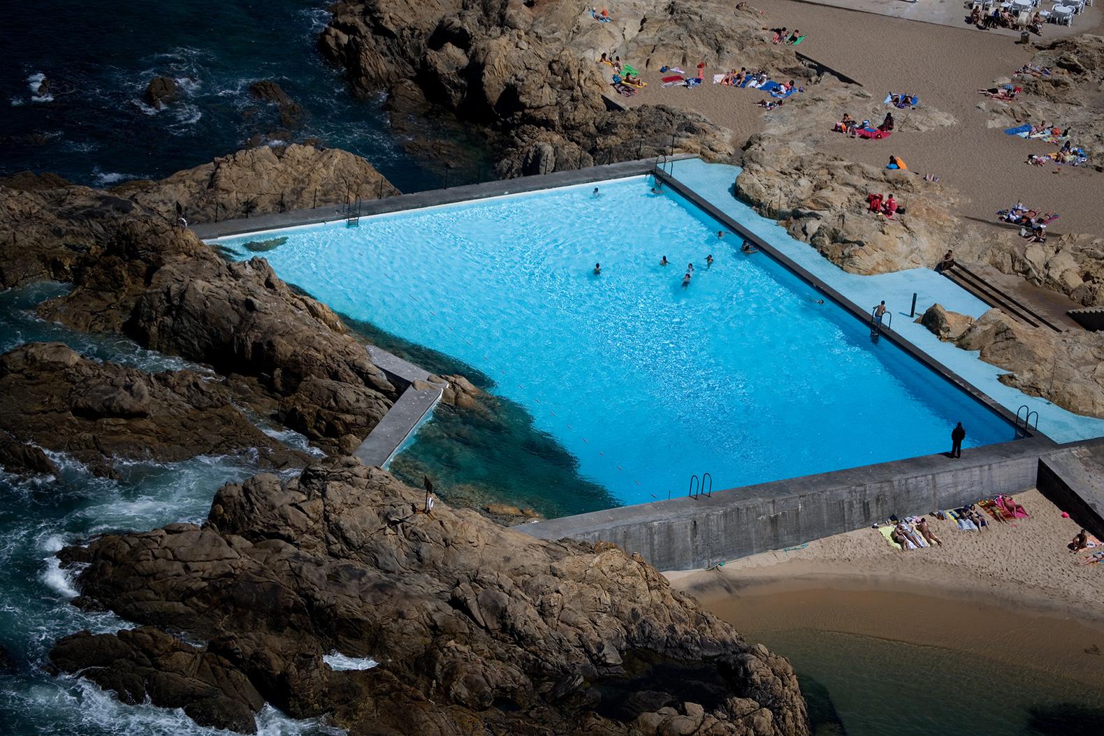 The Siza's Pools das Marés turn 50! | METALOCUS