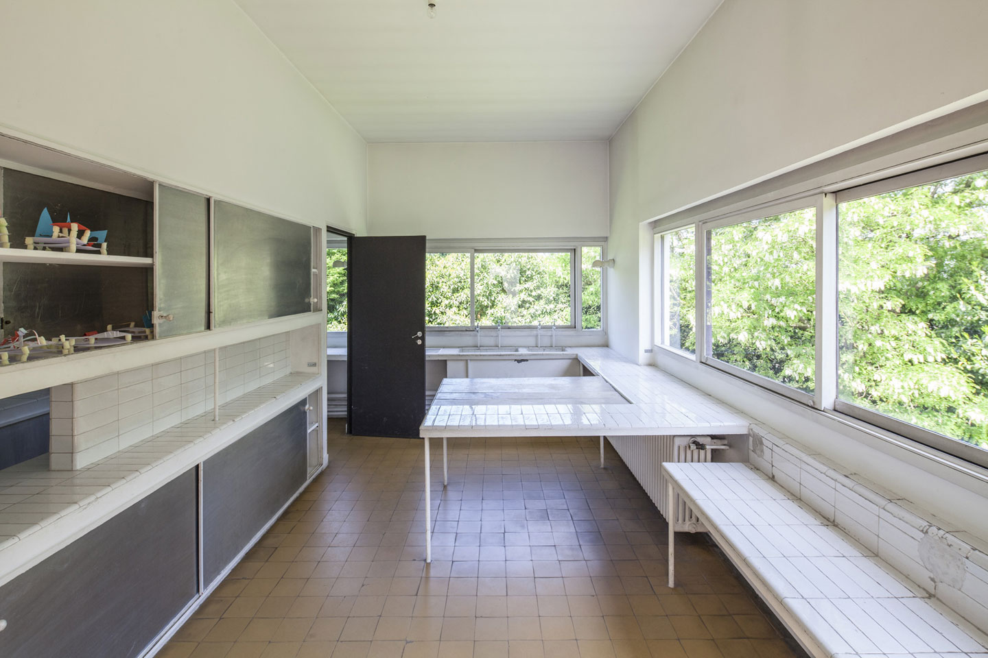villa savoye le corbusier 39 s machine of inhabit metalocus. Black Bedroom Furniture Sets. Home Design Ideas