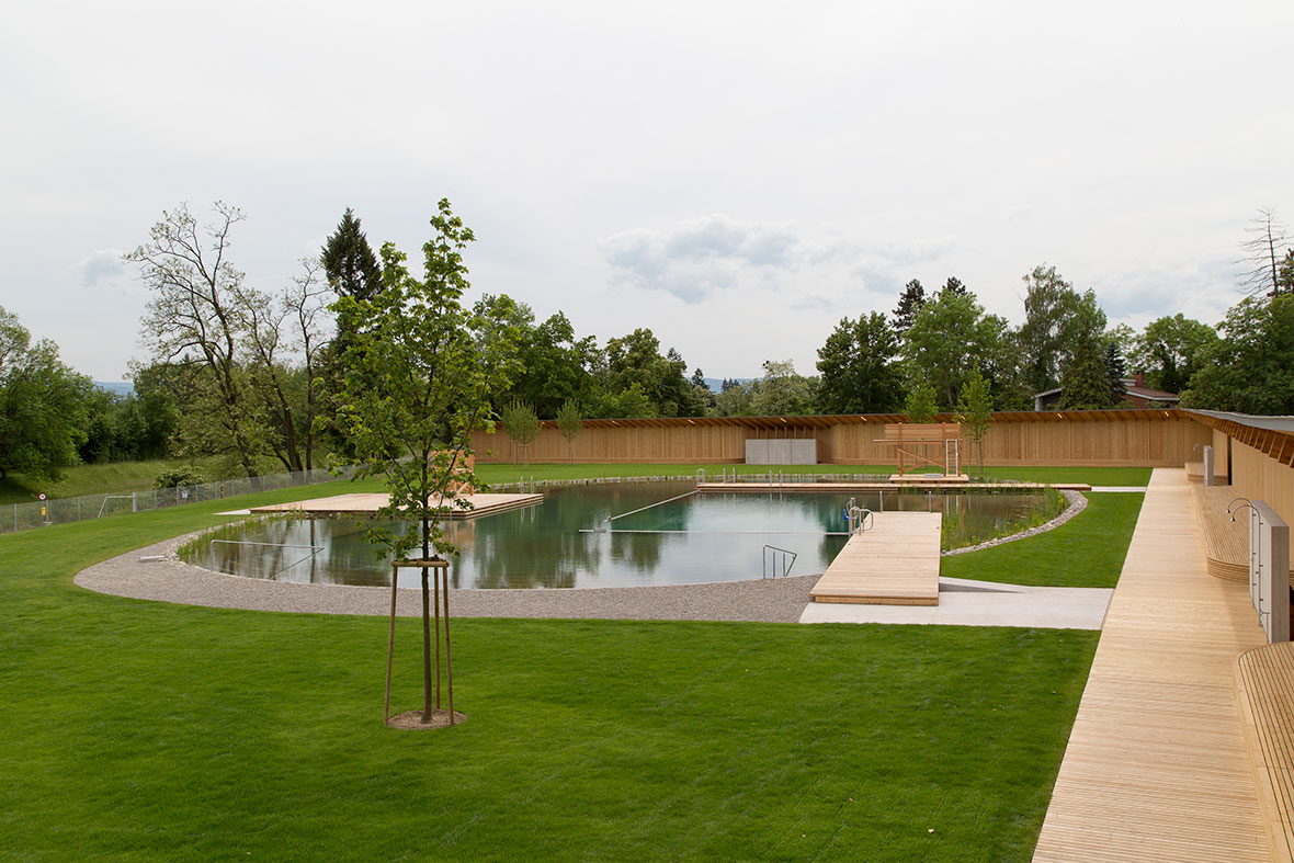 naturbad riehen a natural swimming pool by herzog de meuron metalocus. Black Bedroom Furniture Sets. Home Design Ideas