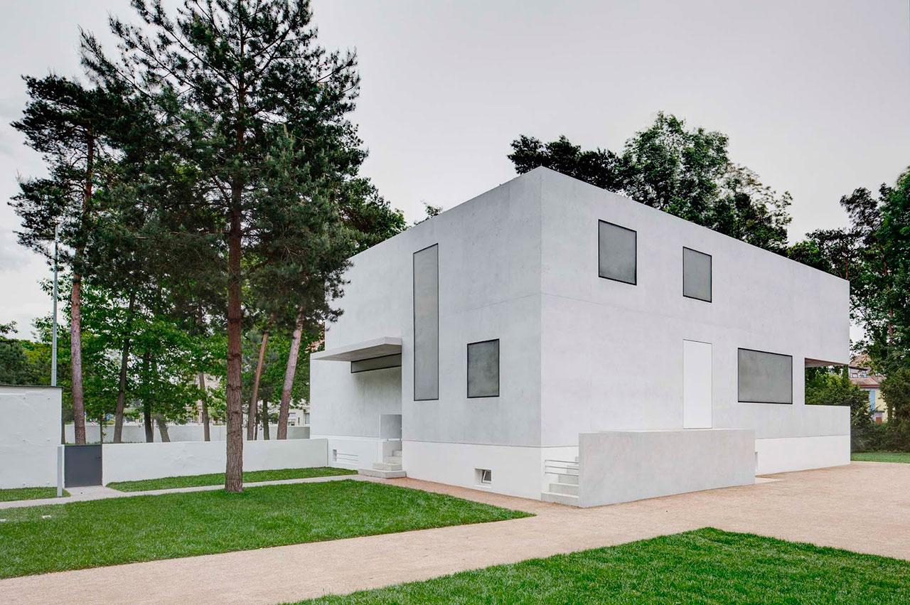 Minimalist reinterpretation of the Walter Gropius Houses by BFM ...