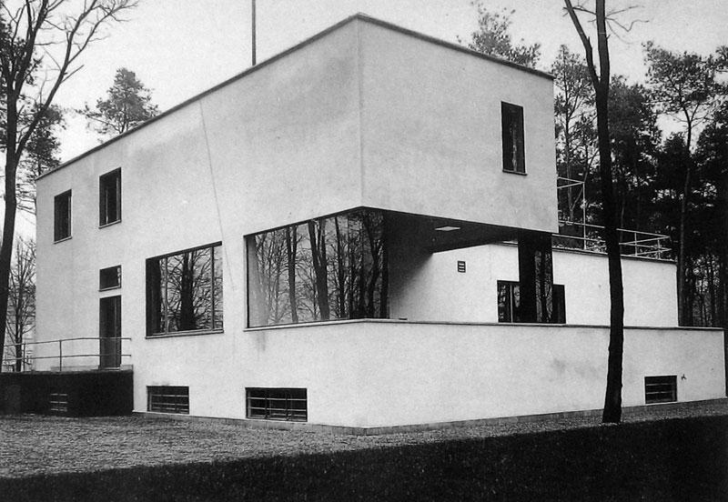 Minimalista reinterpretaci n de las casas de w gropius for Bauhaus berlin edificio