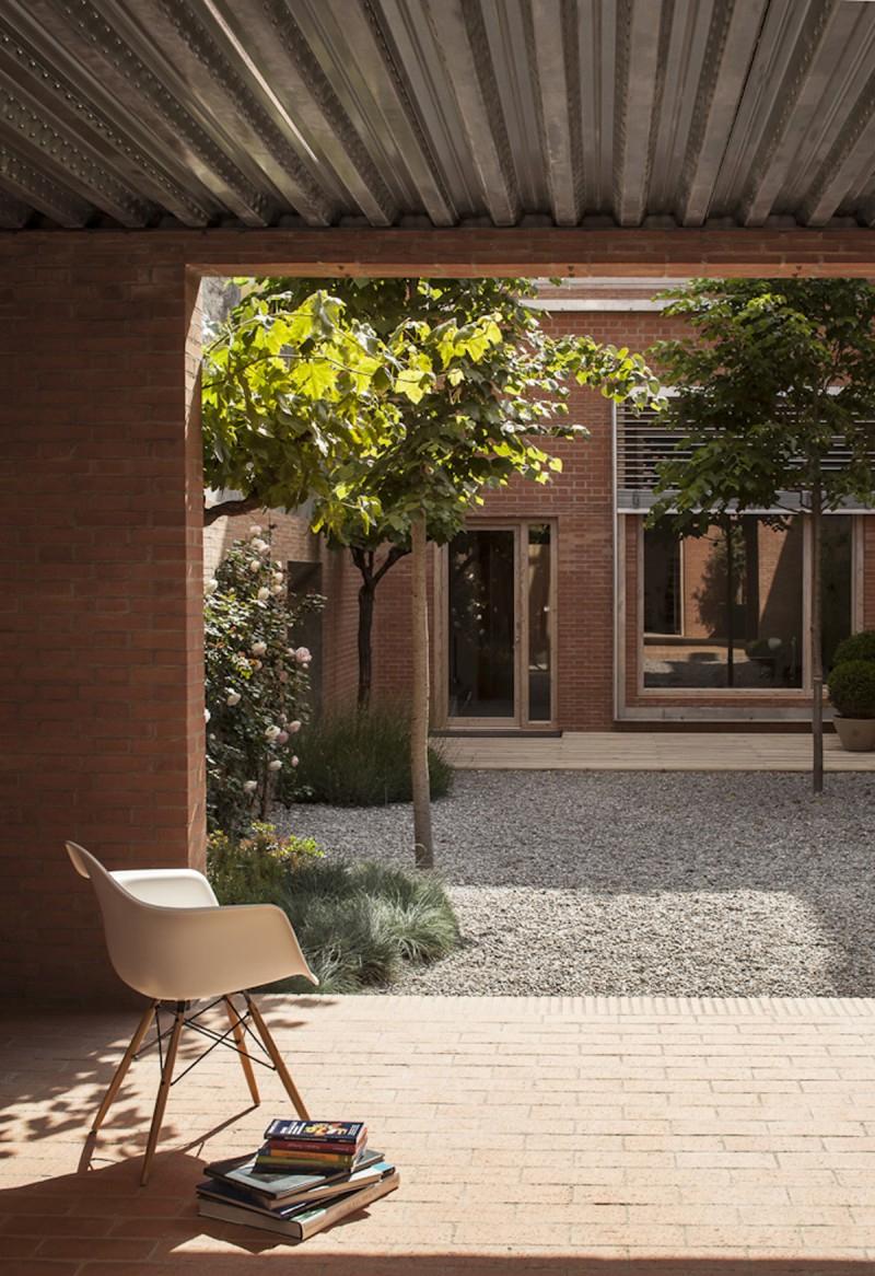 Dos Viviendas En Una Casa Casa 1014 Por H Arquitectes