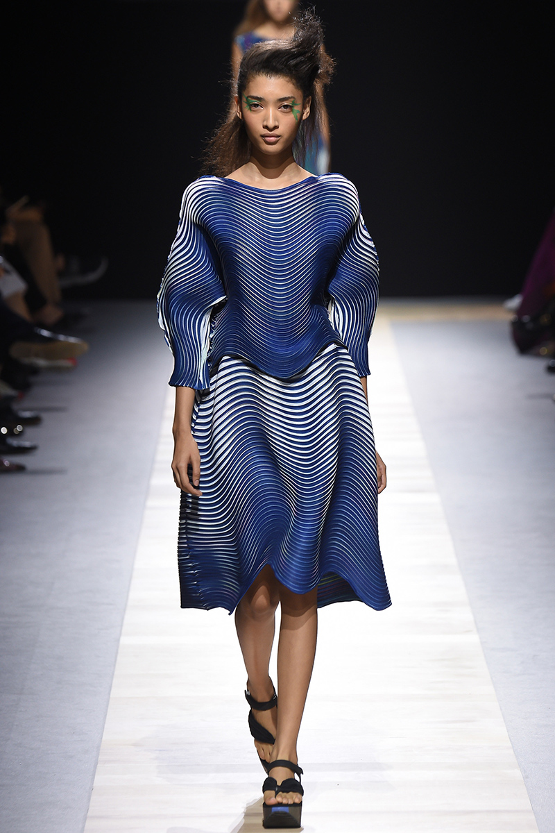 Clothing By Baking It In An Oven Por Issey Miyake Metalocus