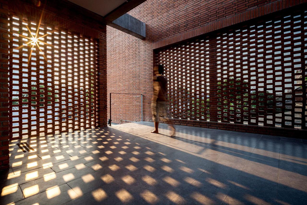 El ladrillo bien empleado ngamwongwan house metalocus for Interior 1 arquitectura
