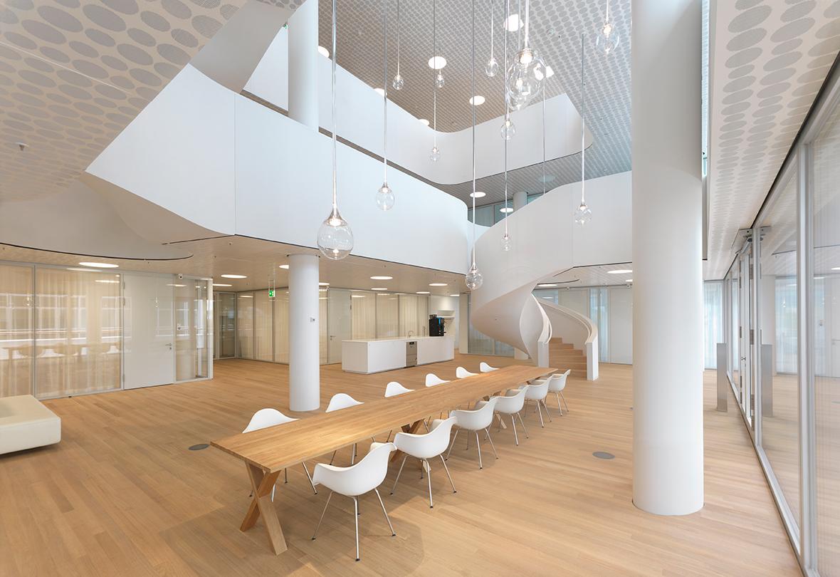 Finalizado El Edificio 1 De Roche Por Herzog De Meuron on Ceo Office Interior Design