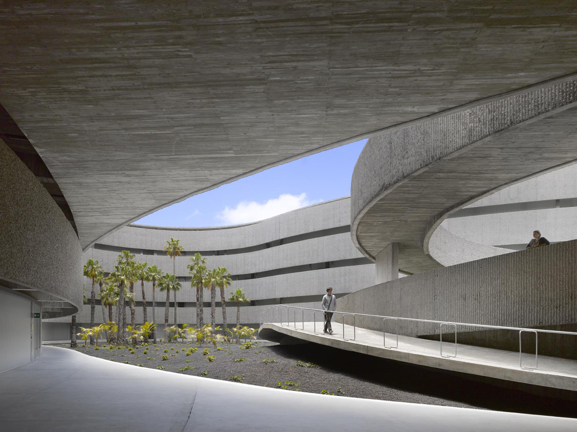 Facultad de bellas artes para la universidad de la laguna for Arquitecto universidad