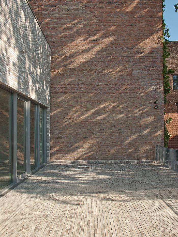 museo luthers sterbehaus por von m metalocus. Black Bedroom Furniture Sets. Home Design Ideas