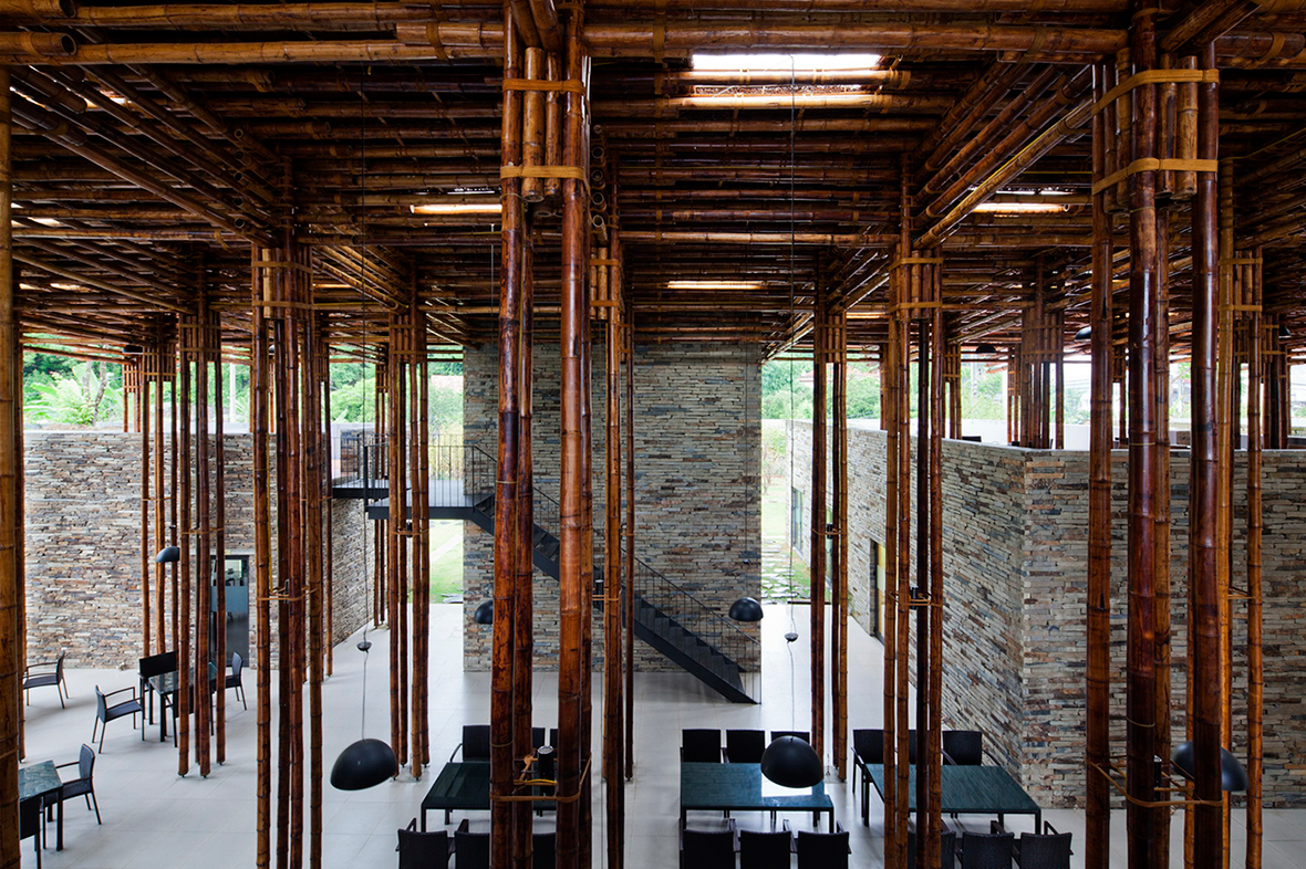Vista interior. Restaurante Son La por Vo Trong Nghia Architects. Fotografía © Hiroyuki Oki, Vo Trong Nghia Architects