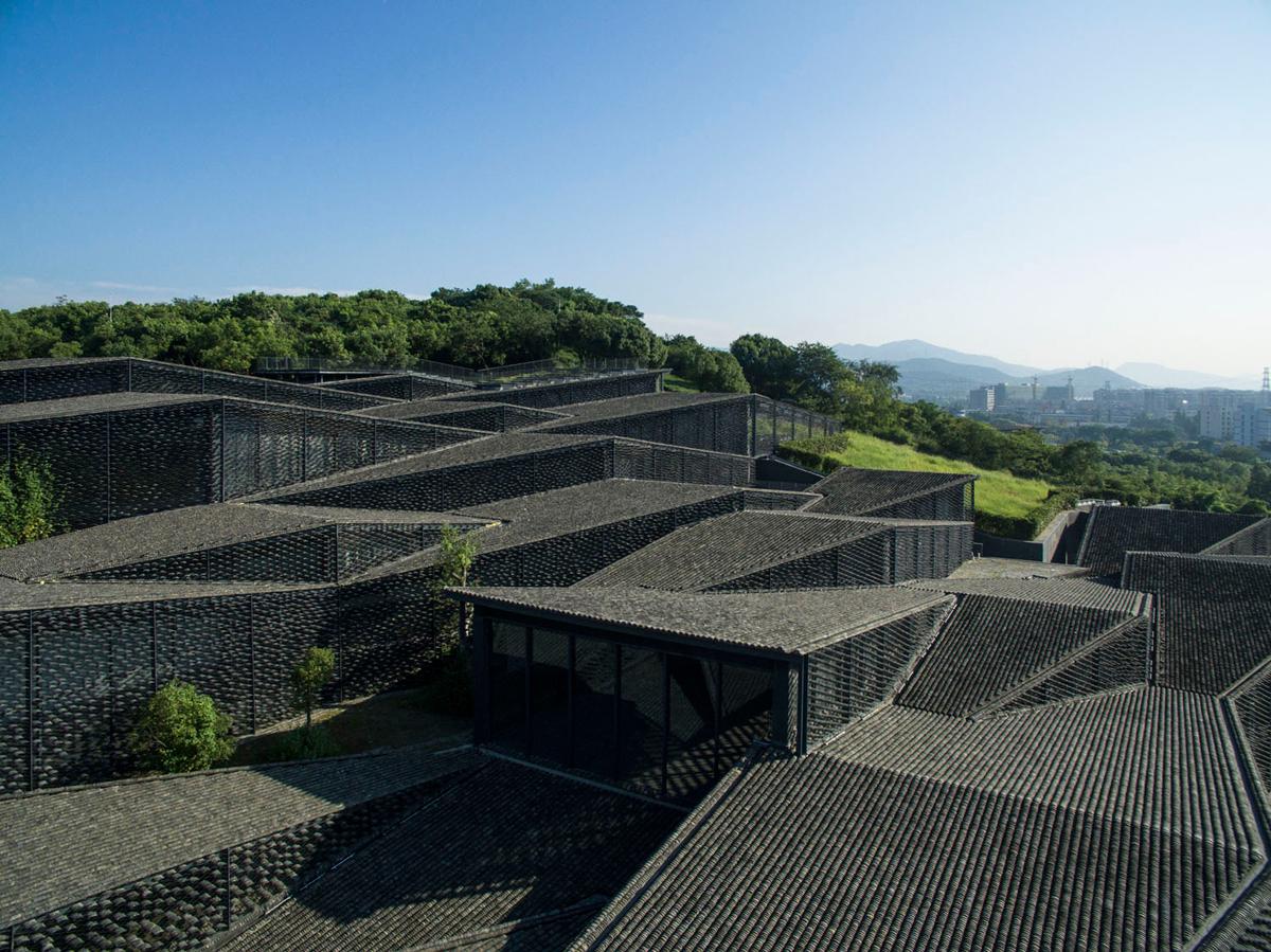 Vista exterior. Museo de arte popular de China por Kengo Kuma. Fotografía ©Eiichi Kano