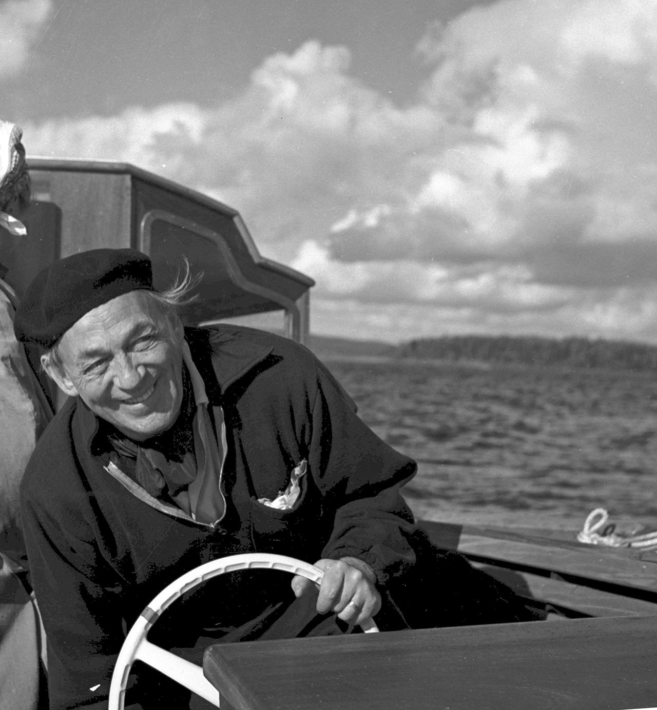 Aalto en su yate Nemo Propheta, 1960s © Schildt Foundation, fotografía ñor Göran Schildt