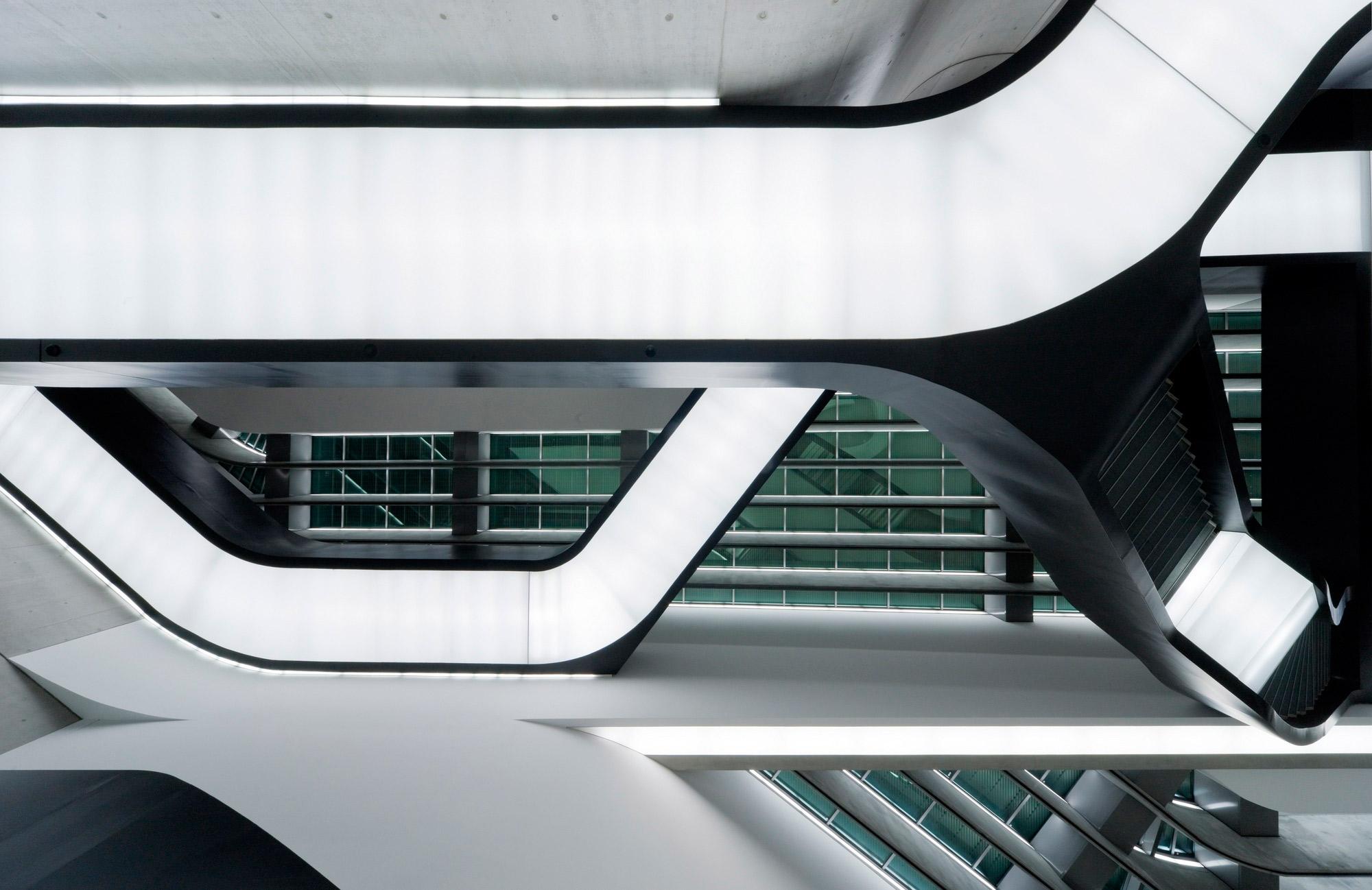 MAXXI - Museo Nacional del siglo XX! de las Artes (1998–2010), Roma, Italia. Ganador del Premio Stirling Prize 2010 por Zaha Hadid Architects. Fotografía © Iwan Baan