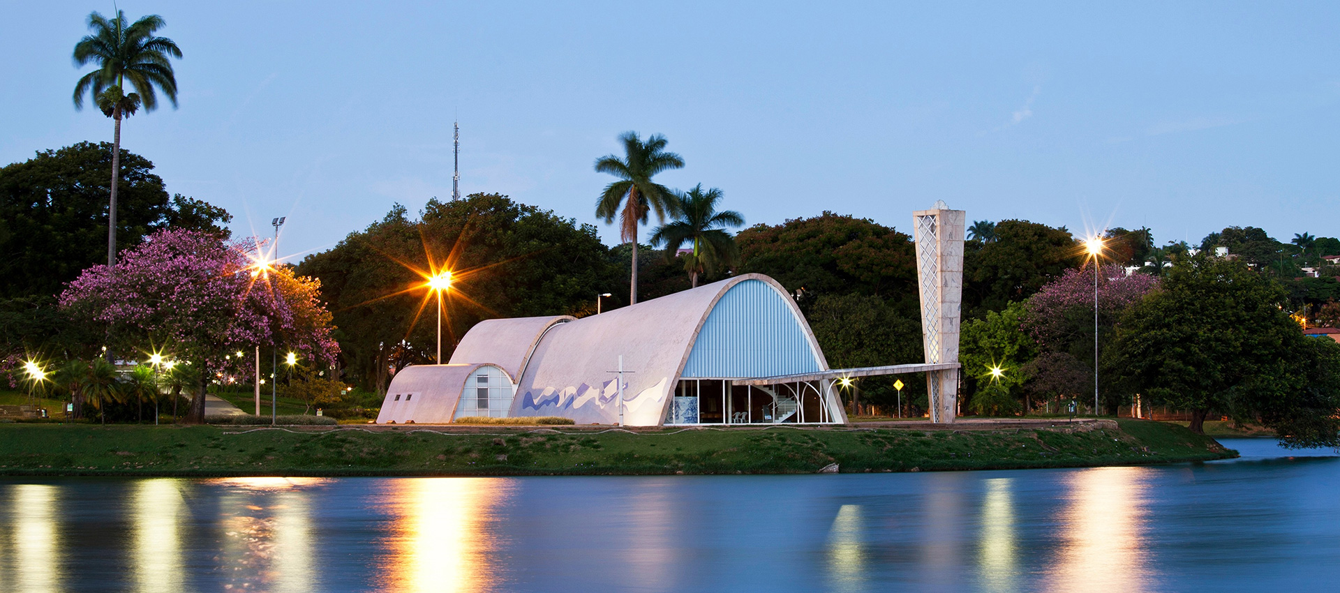 Pampulha Modern Ensemble: View of the São Francisco de Assis Church from the lagoon. Photography © Marcilio Gazzinelli