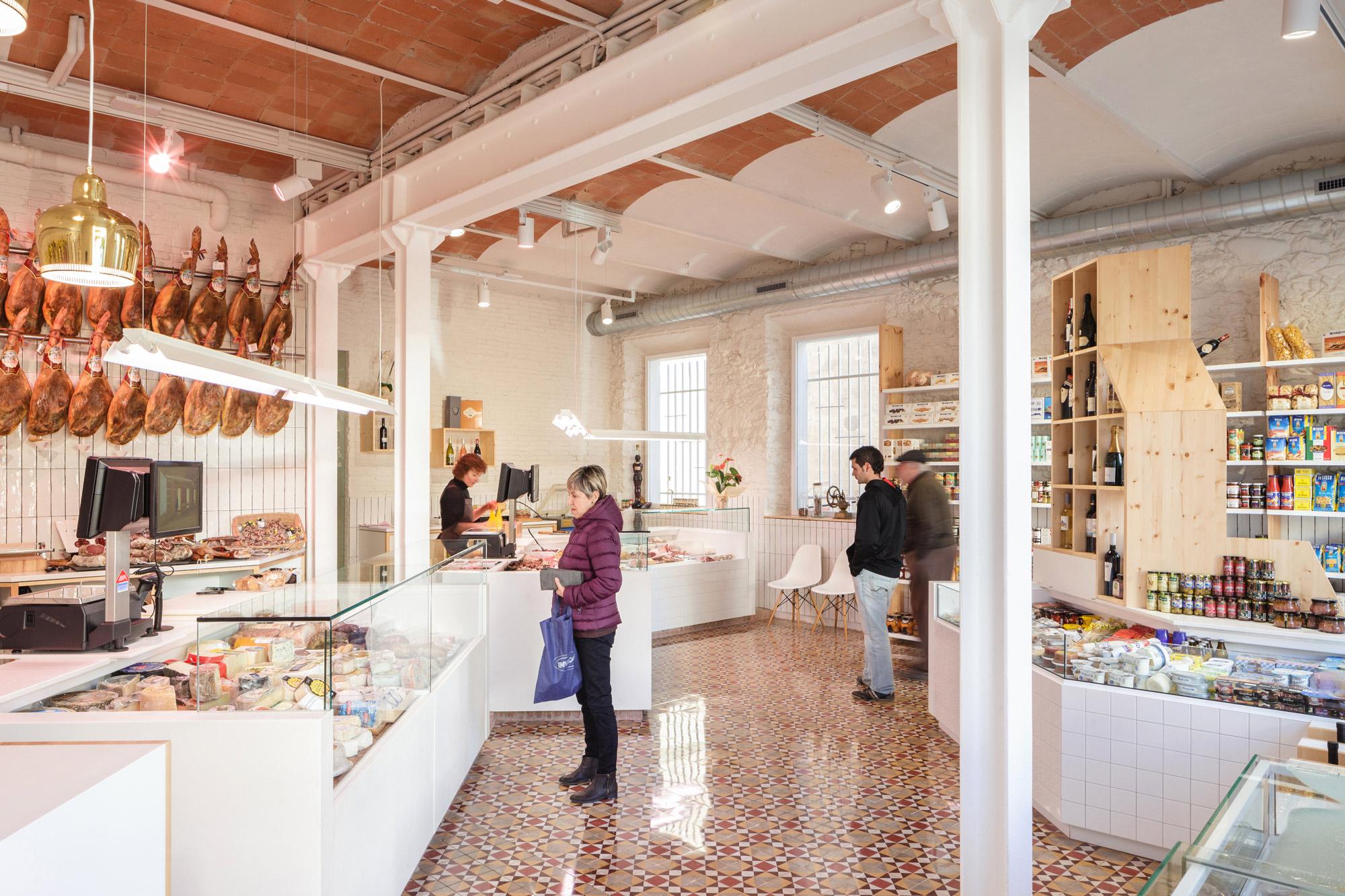 Vista interior. Carnicería Germans Soler por Pau Sarquella. Fotografía © Joan Guillamat y Pau Sarquella