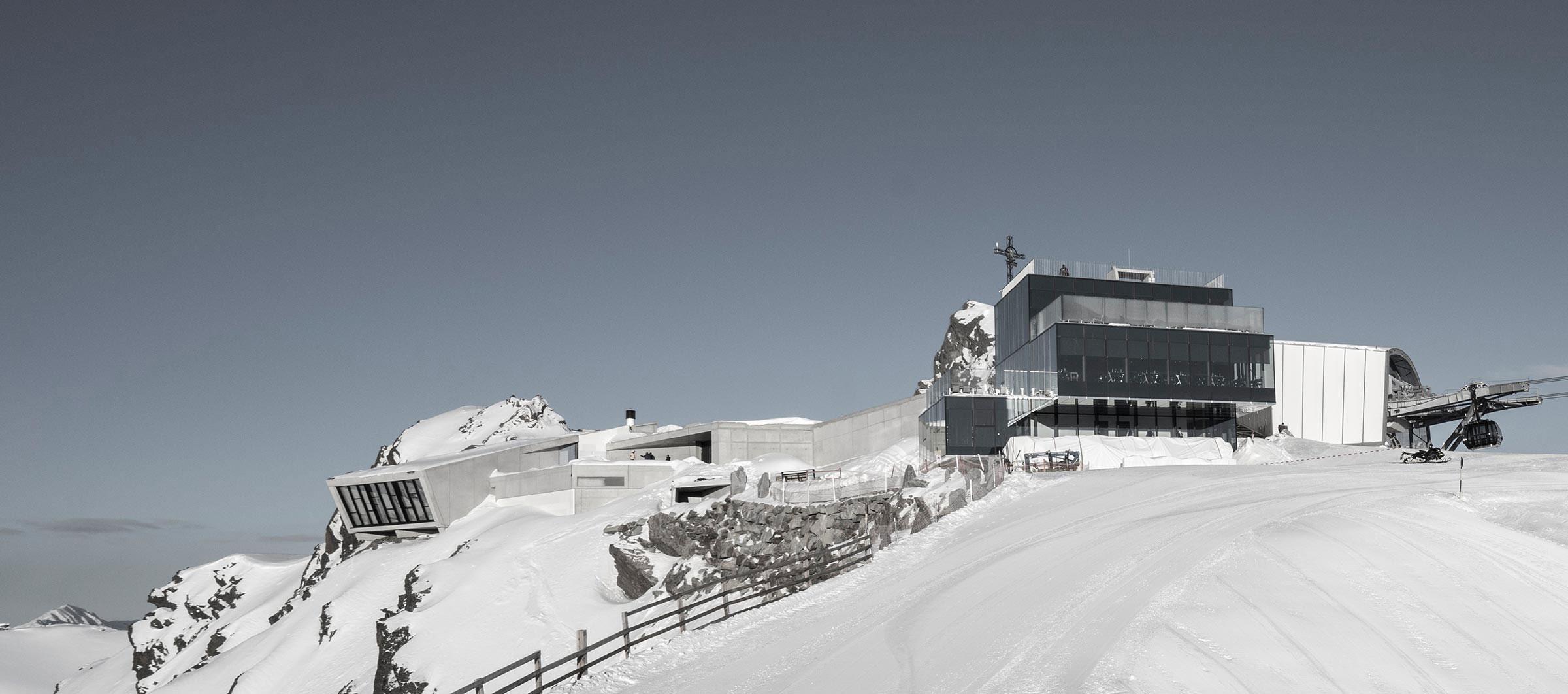 Vista del exterior. 007 ELEMENTS. Museo de James Bond por Johann Obermoser. Fotografía por Christoph Noesig, 007 ELEMENTS