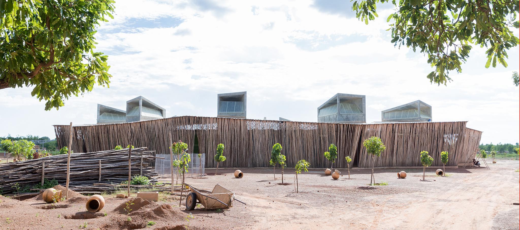 Escuela secundaria Lycée Schorge por Kéré Architecture. Fotografía por Iwan Baan