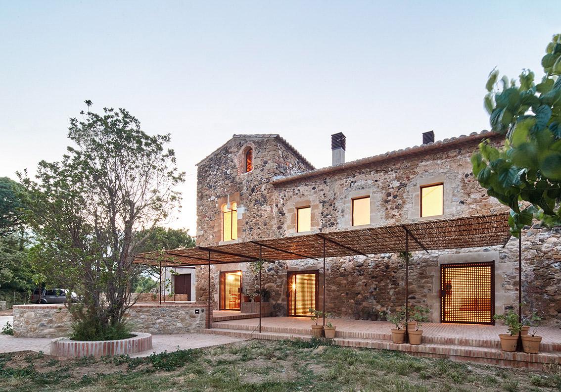 Rehabilitaci n de una mas a por arquitectura g metalocus - Subvenciones rehabilitacion casas antiguas ...