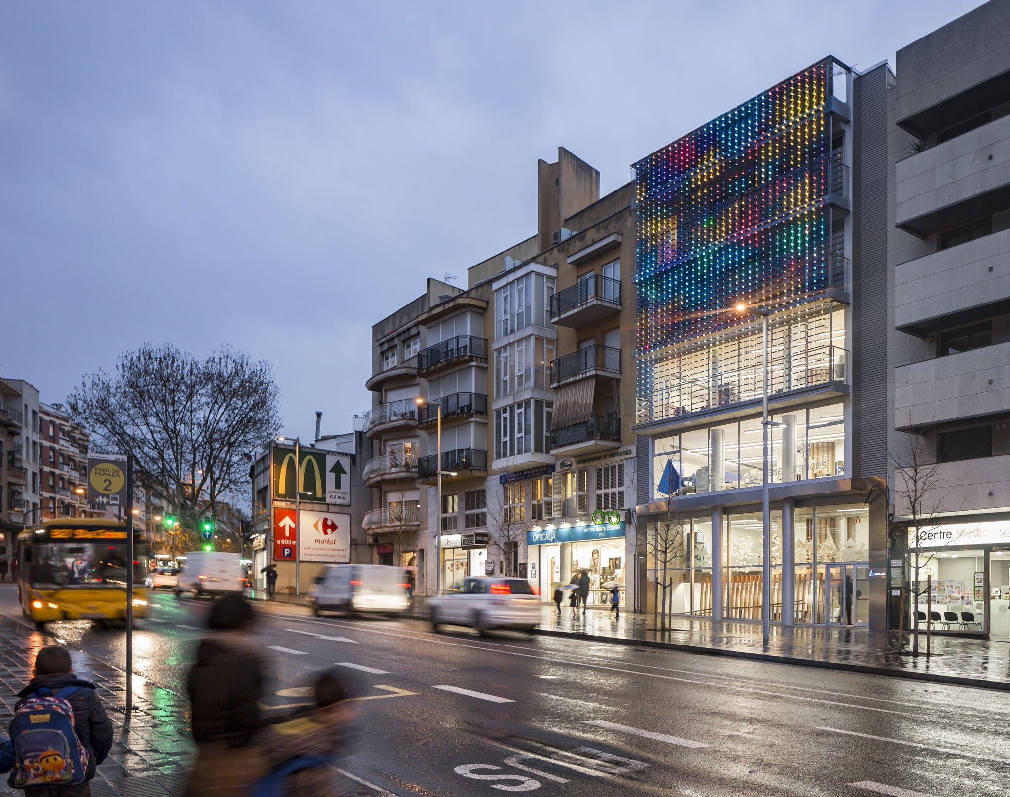 Nuevo edificio de officinas del grupo reale por iotti for Reale seguros oficinas