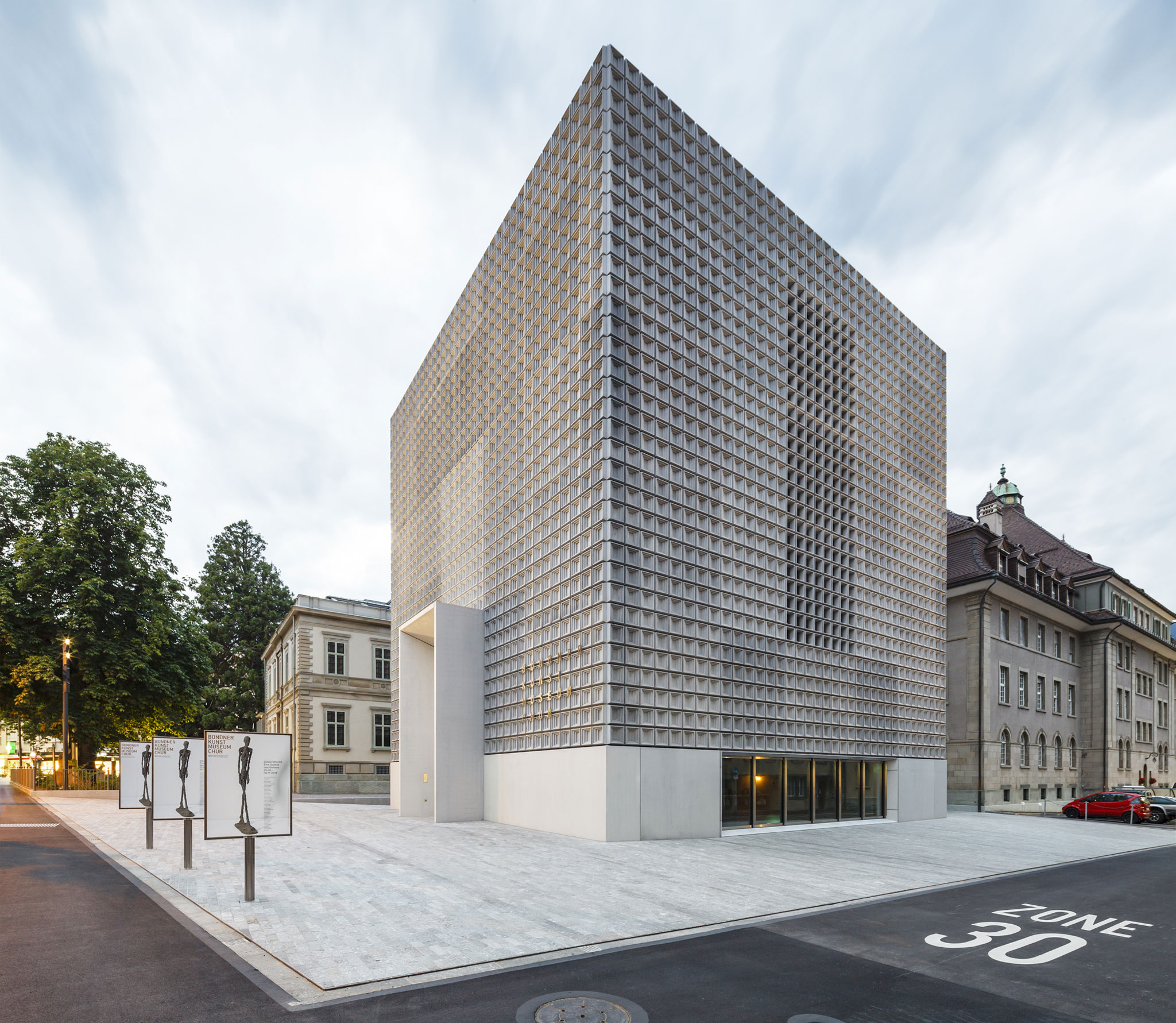 Fachada principal. El Bündner Kunstmuseum bajo la mirada de Marcela Grassi. Fotografía por Marcela Grassi
