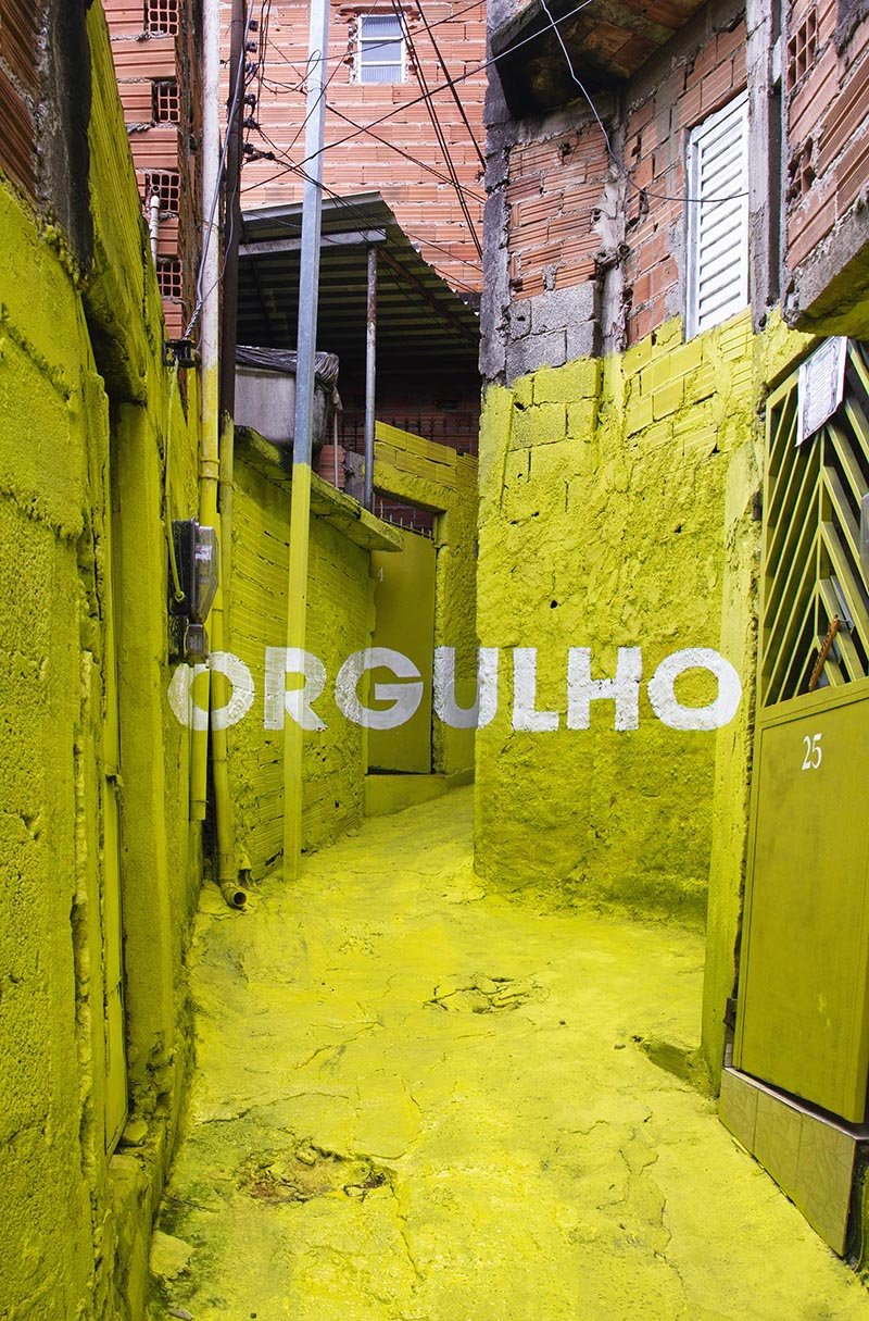 Luz Nas Vielas. Beleza, Firmeza, Doçura, Amor, Orgulho. Enero 2012. Favela Brasilândia, Sao Paulo. Fotografía © cortesía galería Ponce + Robles