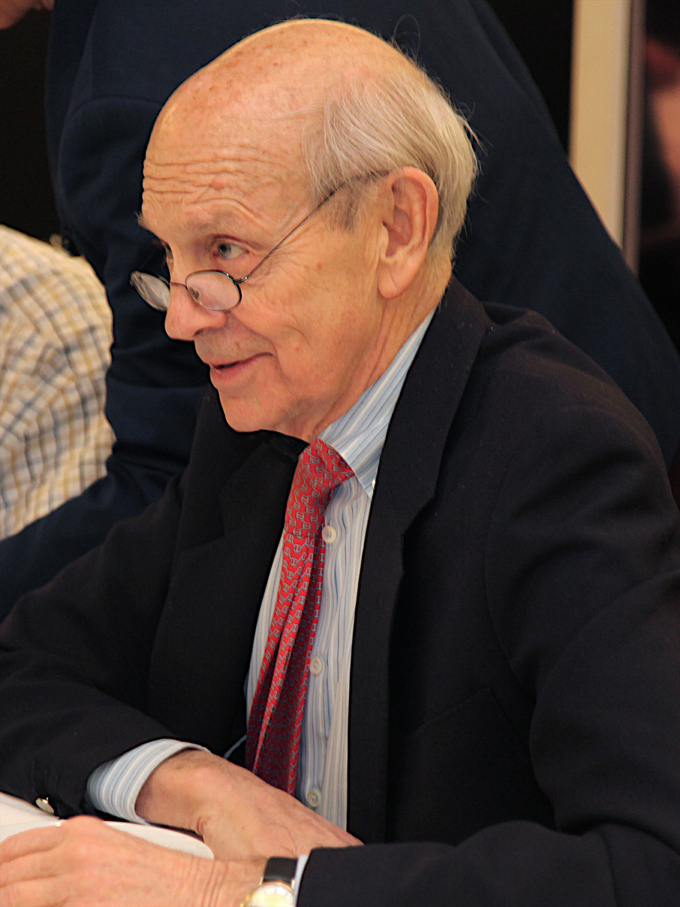 El juez Stephen Breyer como presidente del jurado del Premio de Arquitectura Pritzker