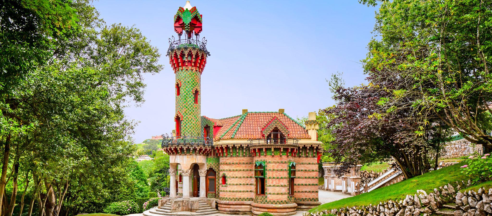 El fotógrafo David Cardelús nos ofrece una visión especial de El Capricho, de Antoni Gaudí. Fotografía por David Cardelús