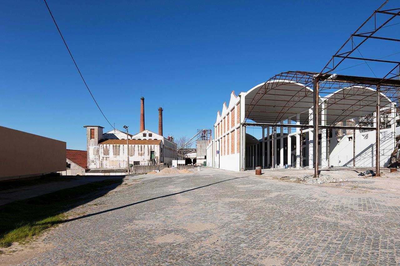 Exterior view of the Car Park of the School of Tourism and Hotel Management by Eduardo Souto de Moura and Graça Correia. Photography © Luís Ferreira Alves.