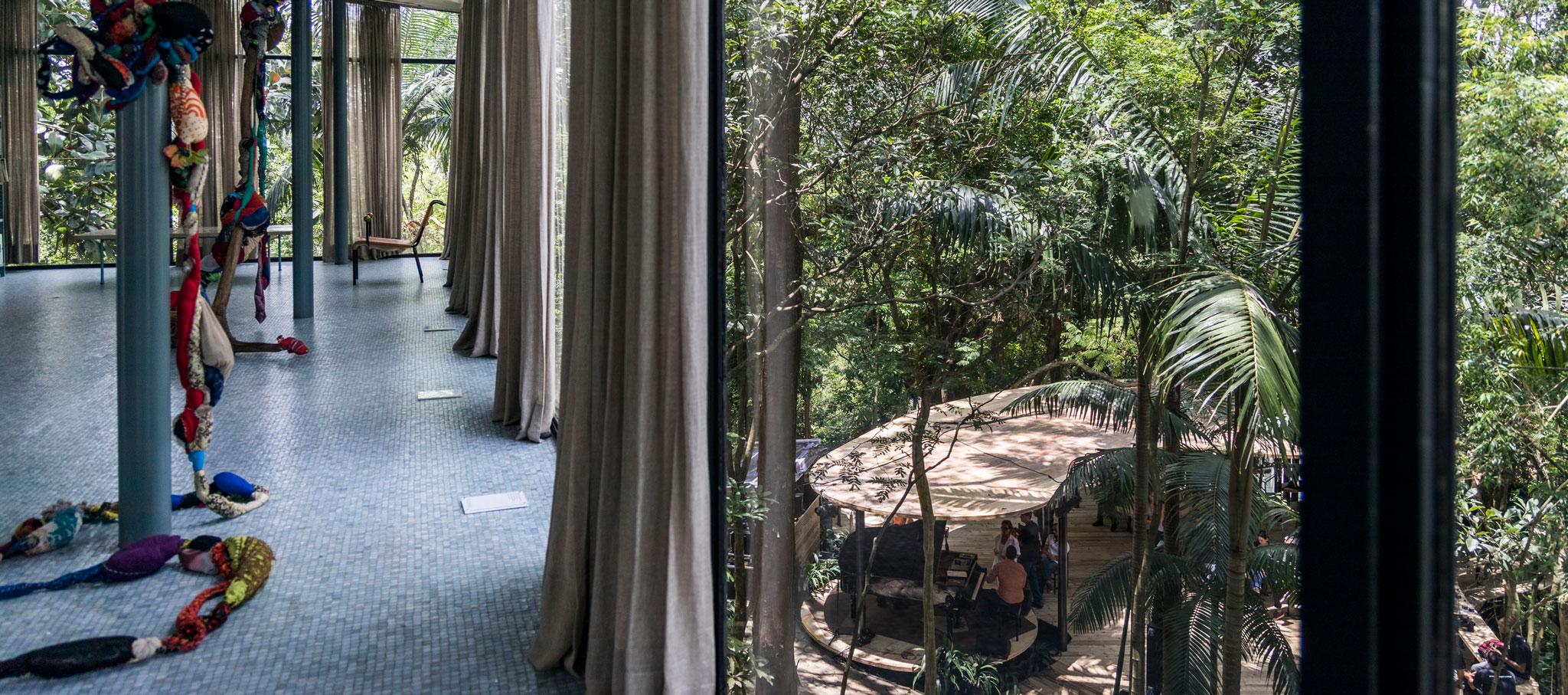 Pavilhão de Verão (Pabellón de verano) en la Casa de Vidro por Raddar Architecture. Fotografía por Simon Plestenjak