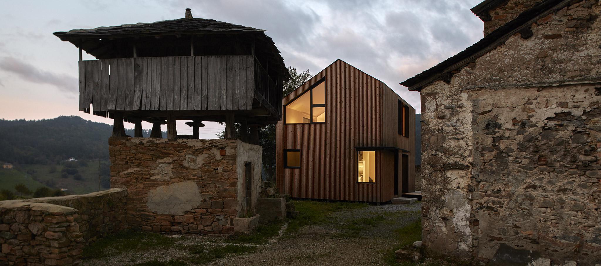 Casa Montaña por [baragaño], Váldes, Asturias. Fotografía © Mariela Apollonio