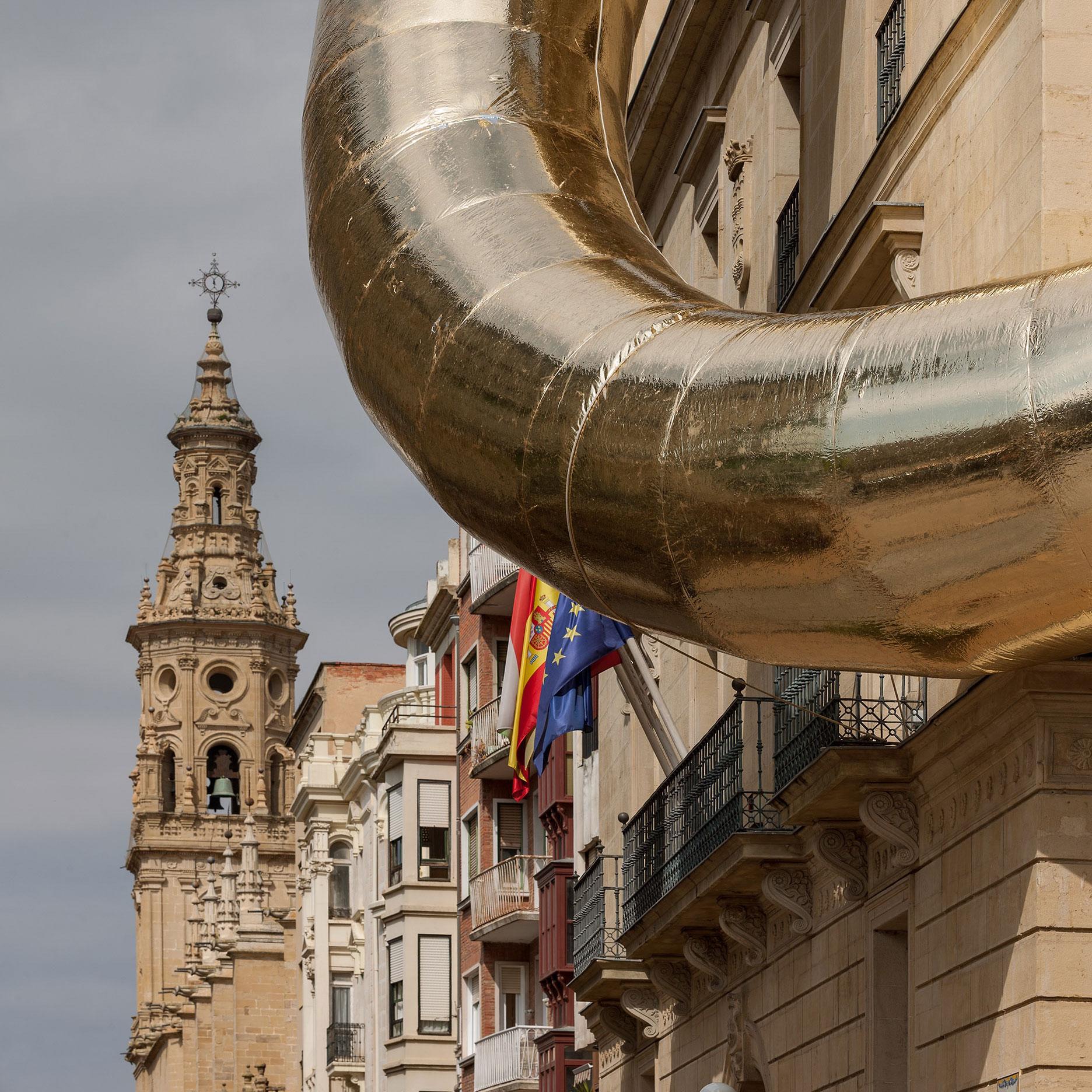 Ring de Luxe by Plastique Fantastique. Edificio Instituto Estudios Riojanos. Concéntrico 04. Photography by Josema Cutillas. Image courtesy of Concéntrico