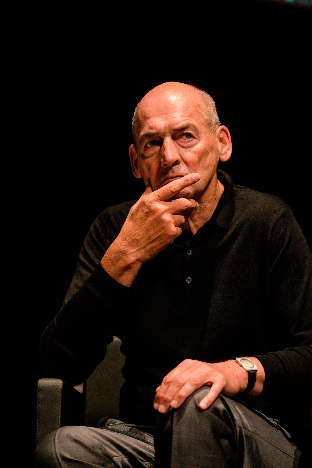 Rem Koolhaas en IV Congreso internacional de Arquitectura. Fotografía © Miguel de Guzman. Imagen Subliminal
