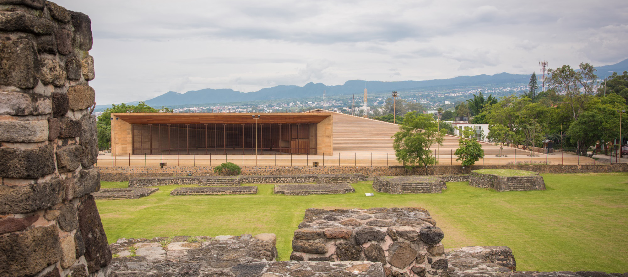 Teopanzolco Cultural Center by Isaac Broid + PRODUCTORA. Photograph by Jaime Navarro and Rory Gardiner