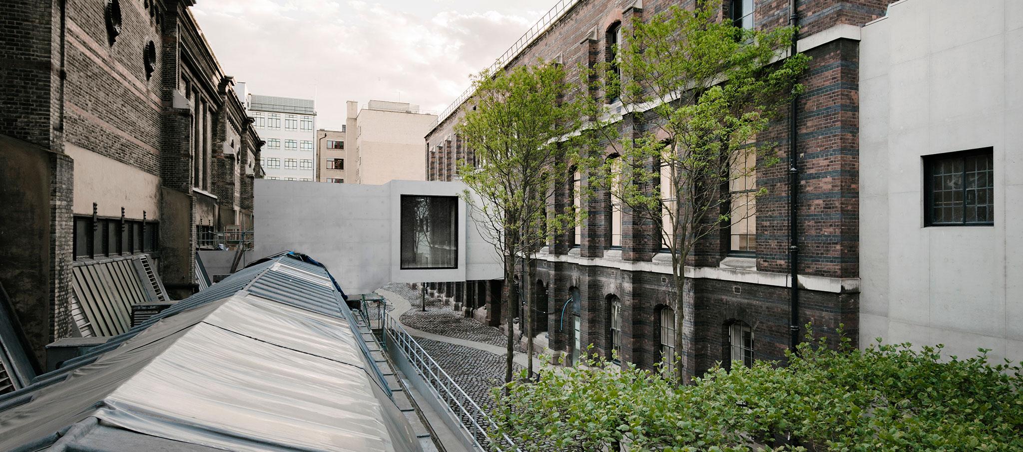 Royal Academy of Arts por David Chipperfield. Fotografía por Simon Menges