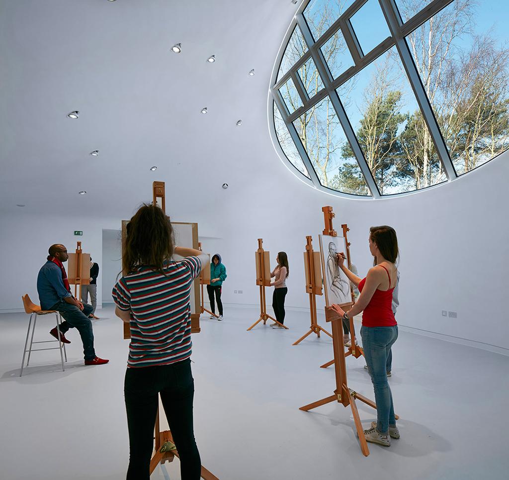 Vista interior del taller. Drawing Studio en UAB por CRAB Studio