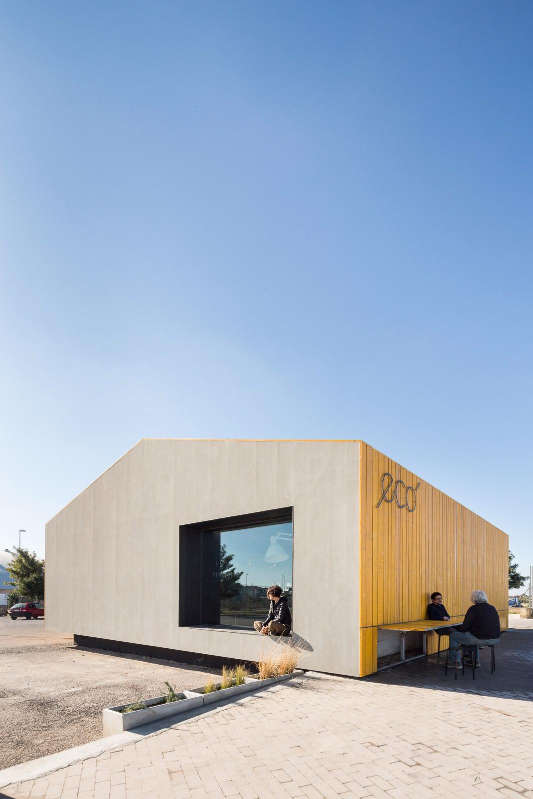 Exterior. Eco Bar por Giuseppe Gurrieri. Fotografía © Filippo Poli