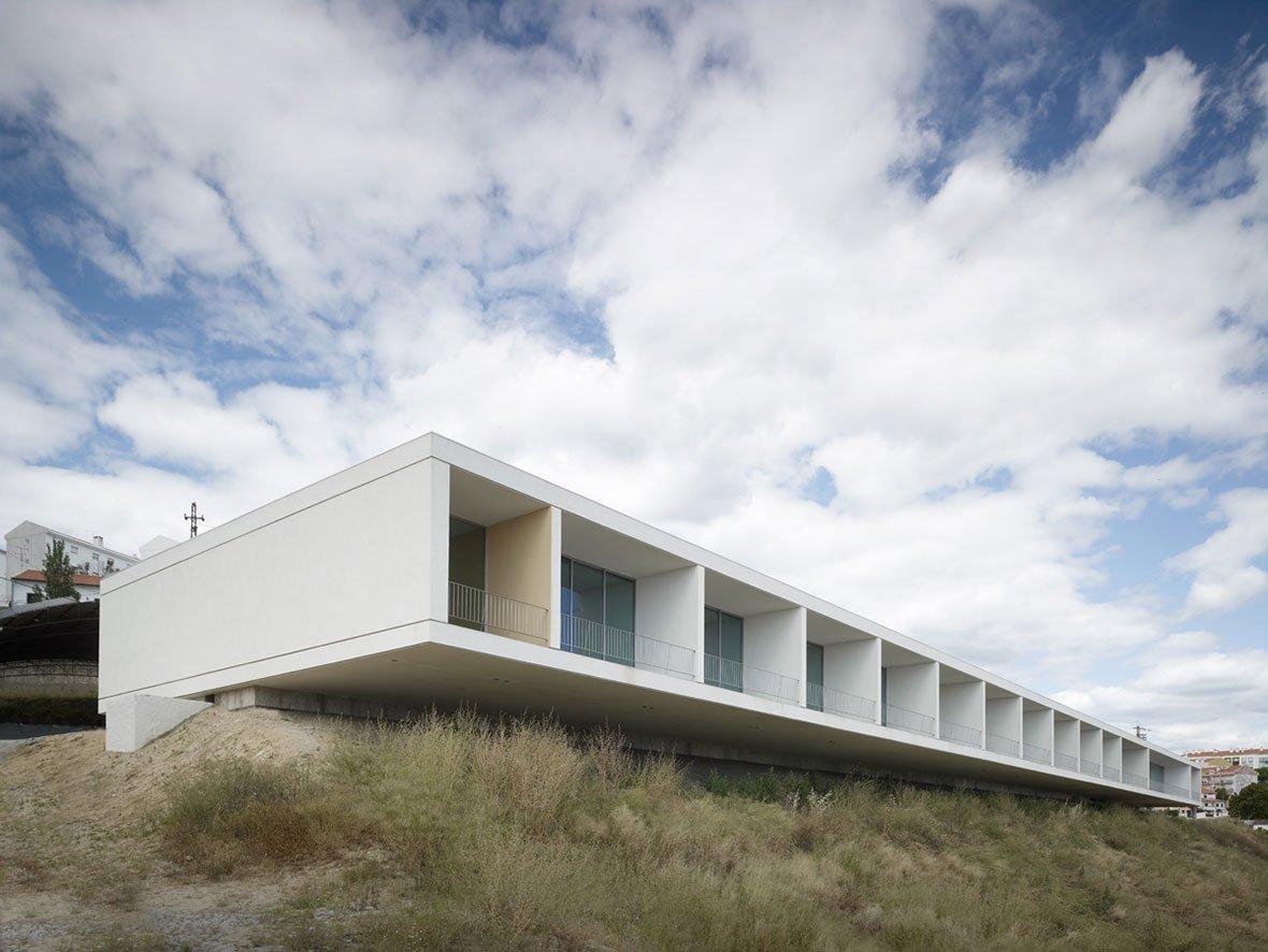 Bricks and concrete in washington dc by eduardo souto de for Da architecture