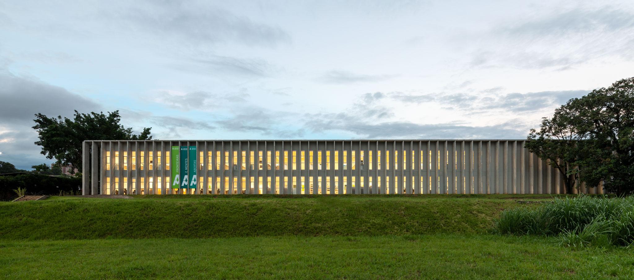 Nuevo edificio en Campus Piracicaba por KAAN Achitecten. Fotografía por ©Fran Parente
