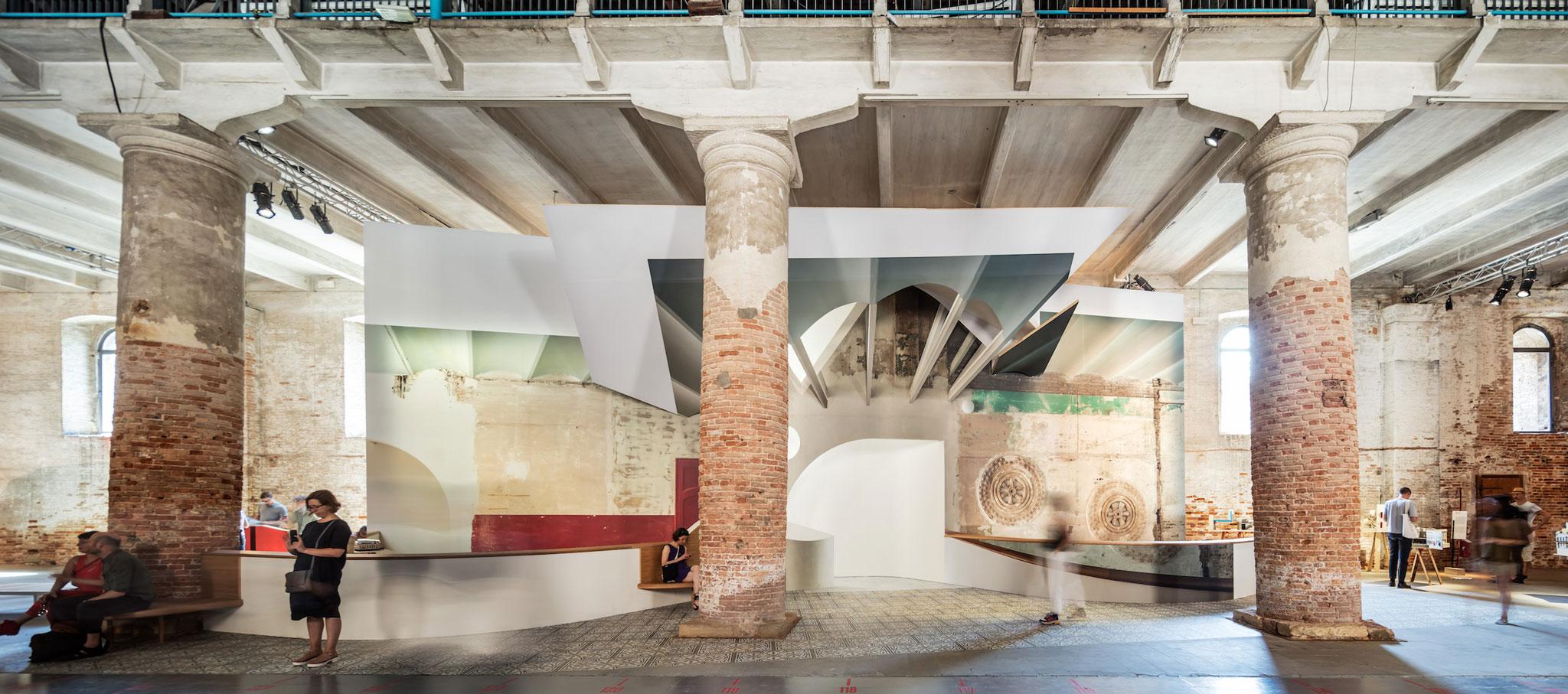'Liquid Light' de Flores & Prats. 16ª Exposición Internacional de Arquitectura - La Biennale di Venezia, FREESPACE. Fotografía por Adrià Goula Photo