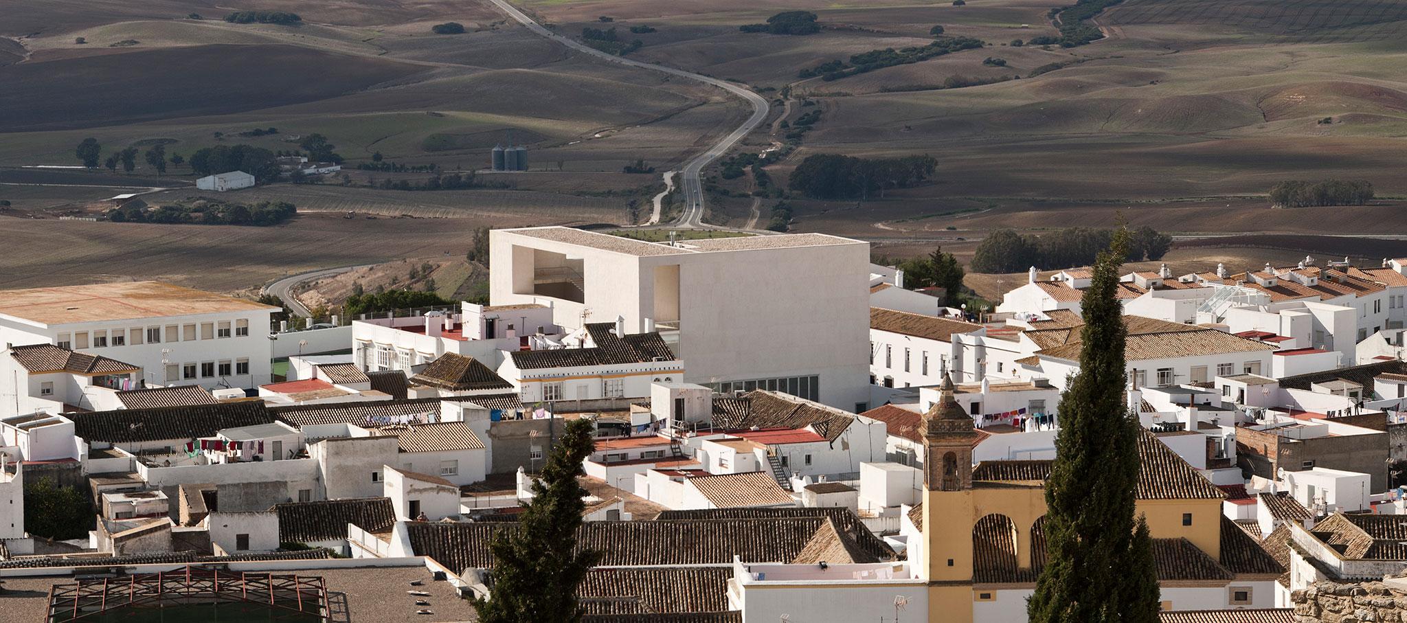 Terraza. Teatro Miguel Mihura Álvarez de Medina Sidonia por Frank Mazzarella y Pedro Caro González. Fotografía por Fernando Alda