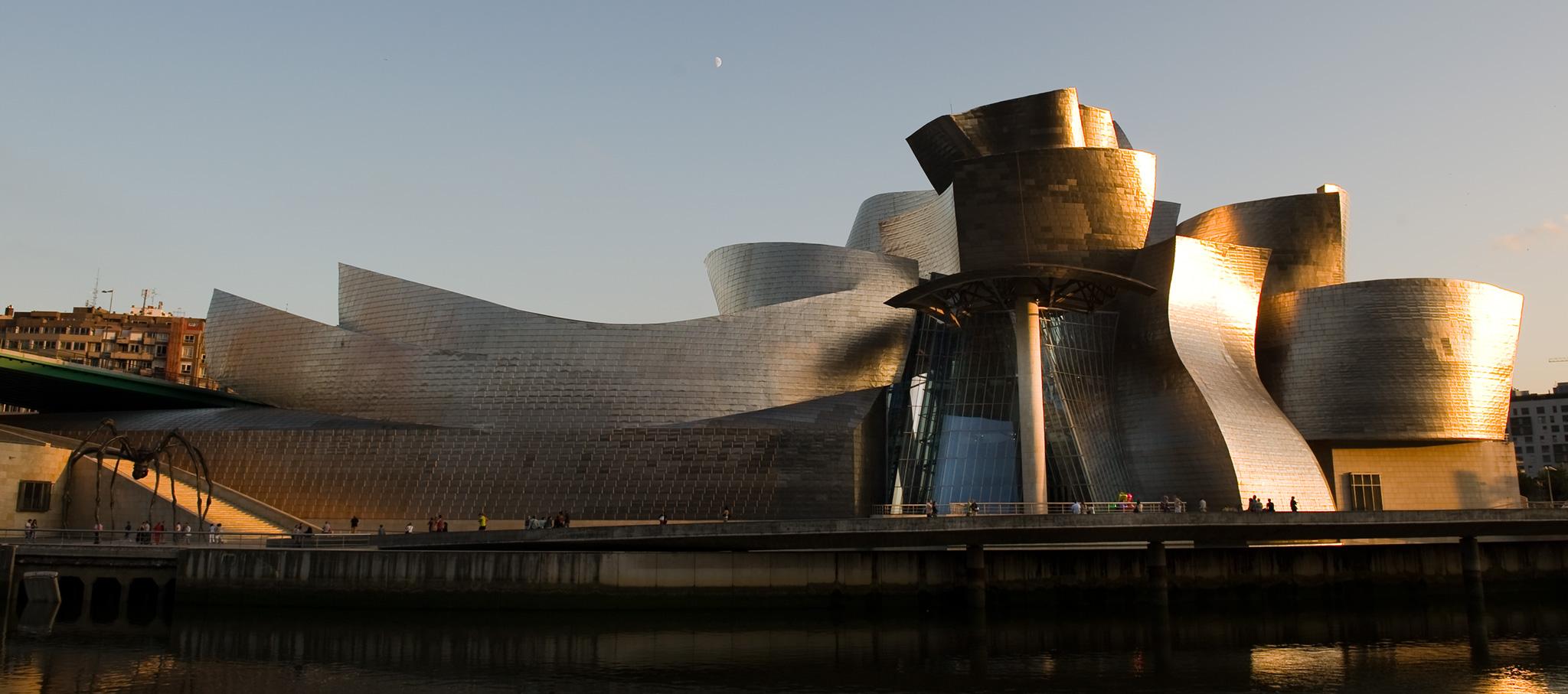 Night view of the Guggenheim Museum Bilbao, 2009. Image courtesy of Guggenheim Museum Bilbao