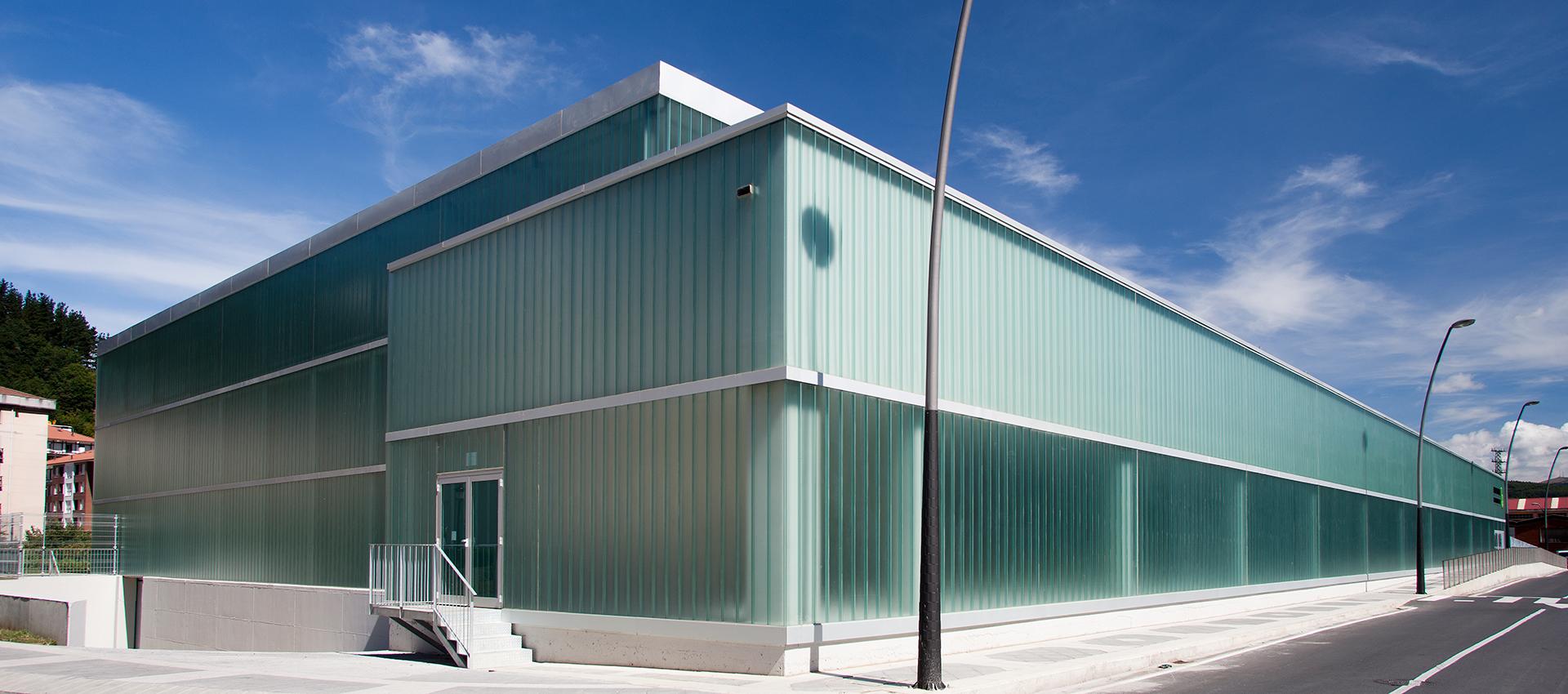 Outside view of Sport Cter. by HIKA arkitektura. Photograph © Agustín Sagasti. Image courtesy of HIKA arkitektura