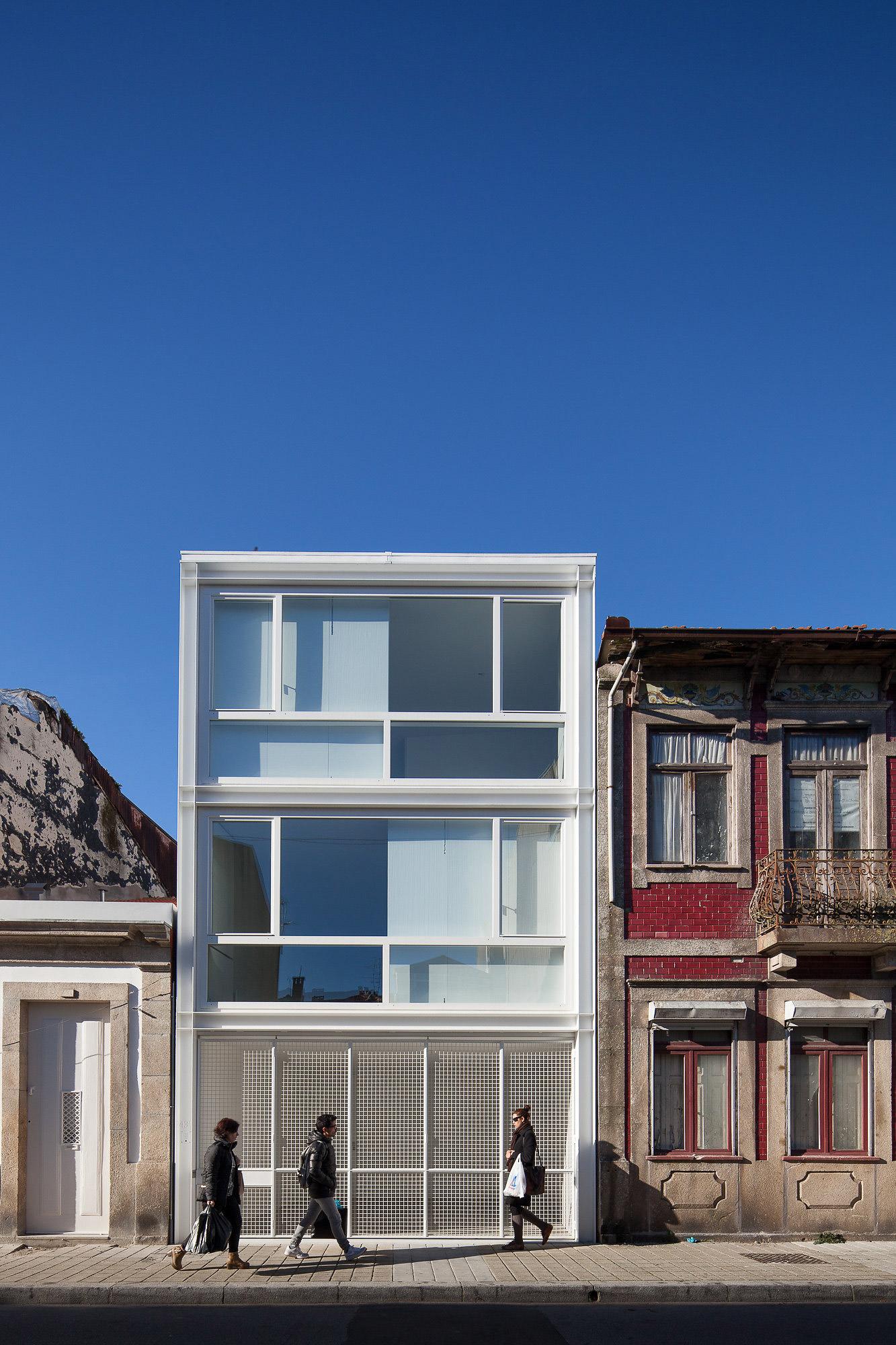 Planos casas estrechas y alargadas free affordable for Casas alargadas