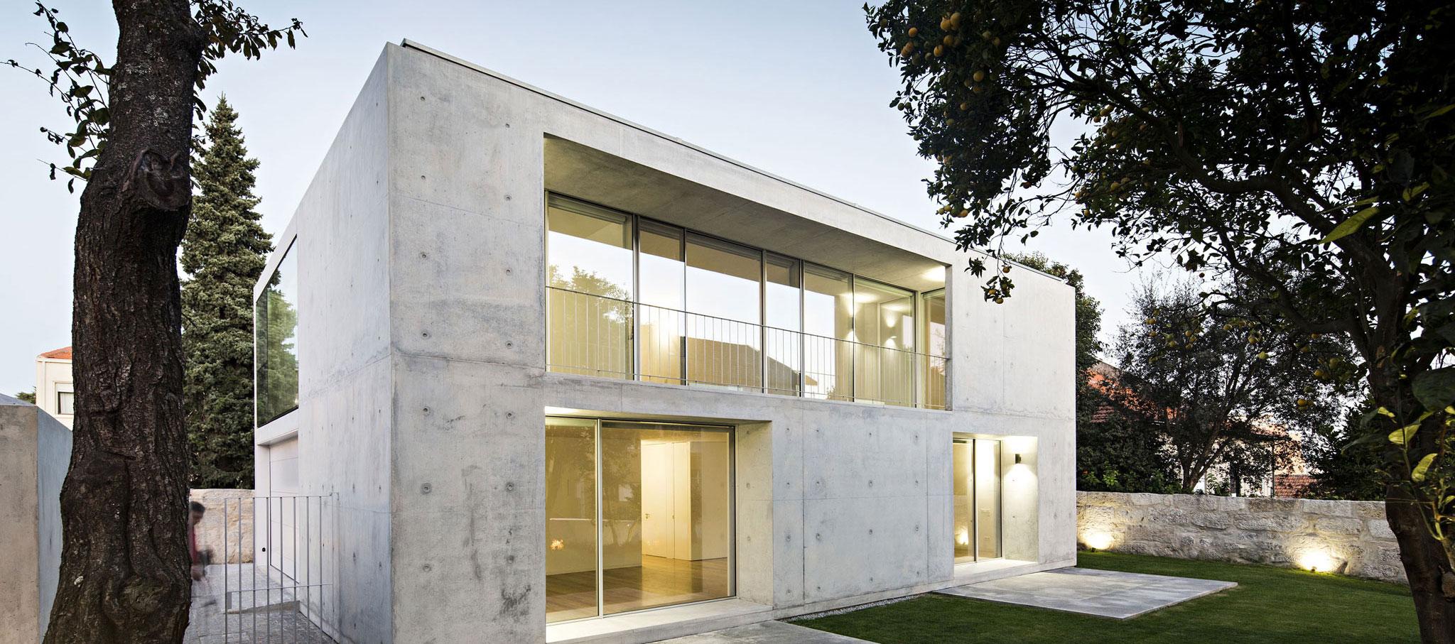 Fachada interior. Casa en Serralves por João Vieira de Campos. Fotografía por Nelson Garrido