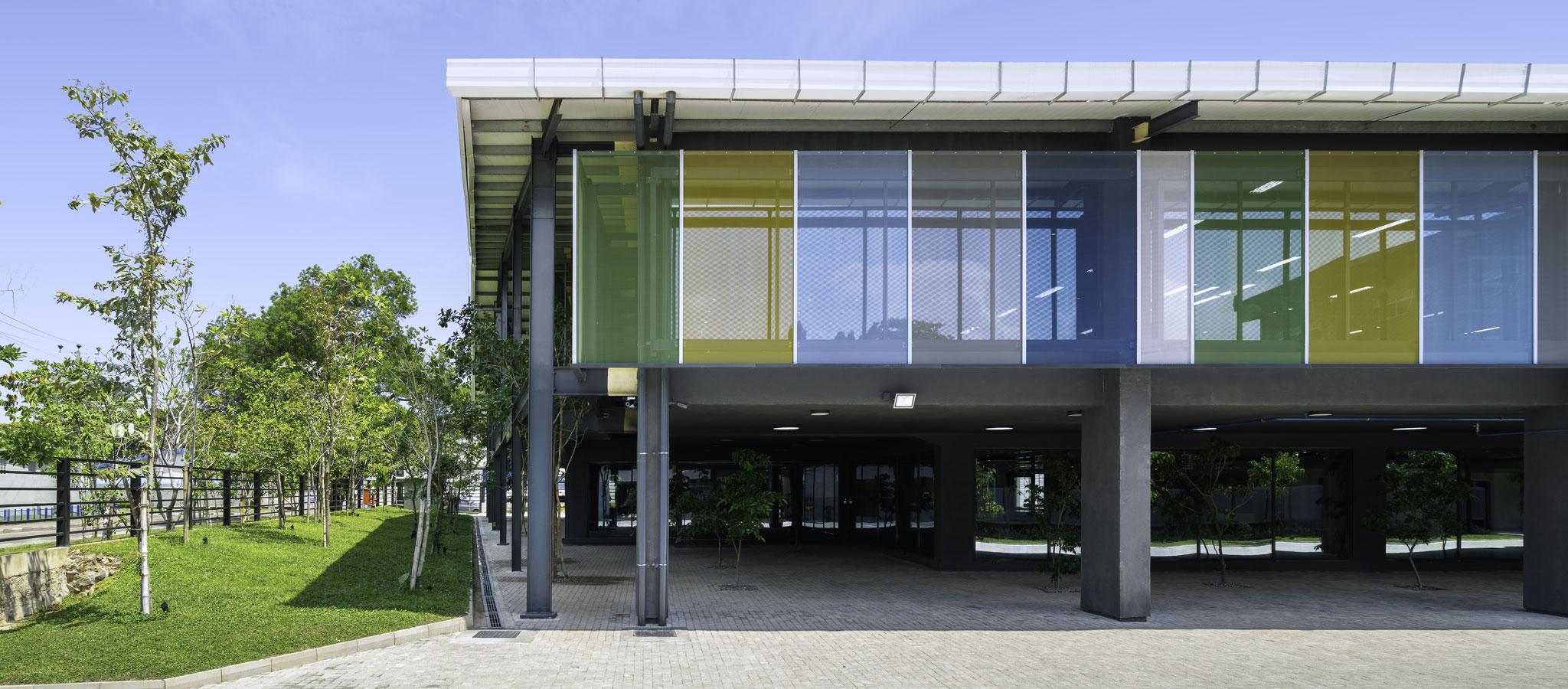 Vista exterior. Jordan Parnass Digital Architecture hace historia con la certificación de la construcción de la primera casa pasiva en el sur de Asia. Fotografía por Ganidu Balasuriya