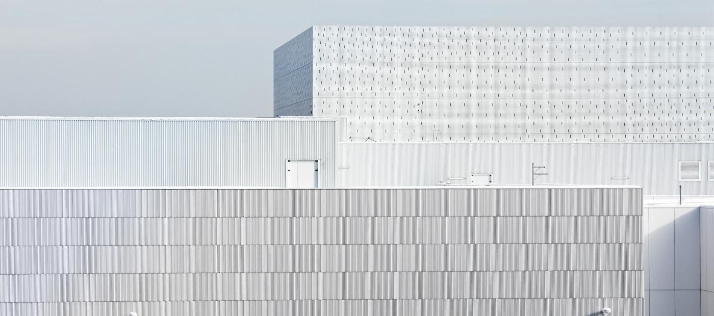 Banque de France Paris La Courneuve por Jean-Paul Viguier et Associés. Fotografía por Takuji Shimmura