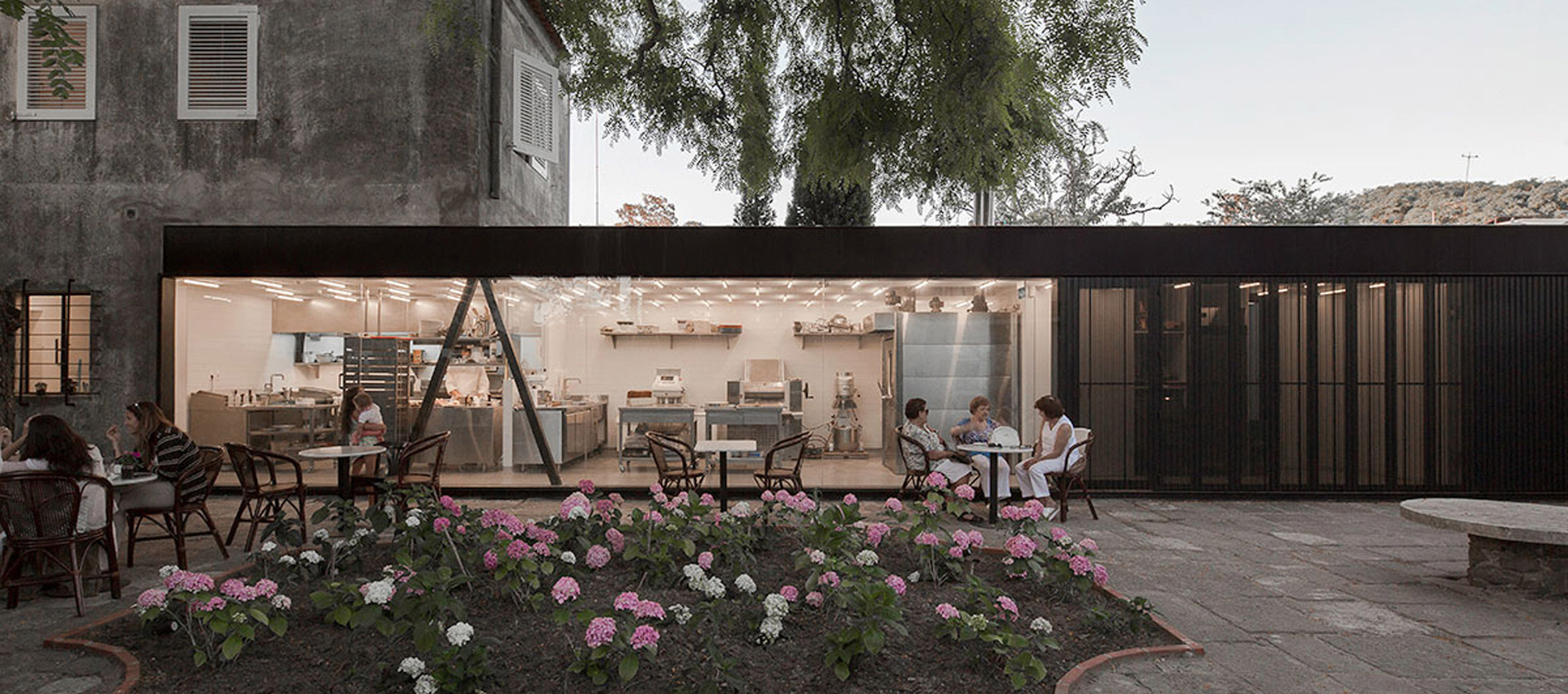 Vista exterior. Panadería La Linda en Carrasco por Pedro Livni Architect. Fotografía © Pablo Casals Aguirre